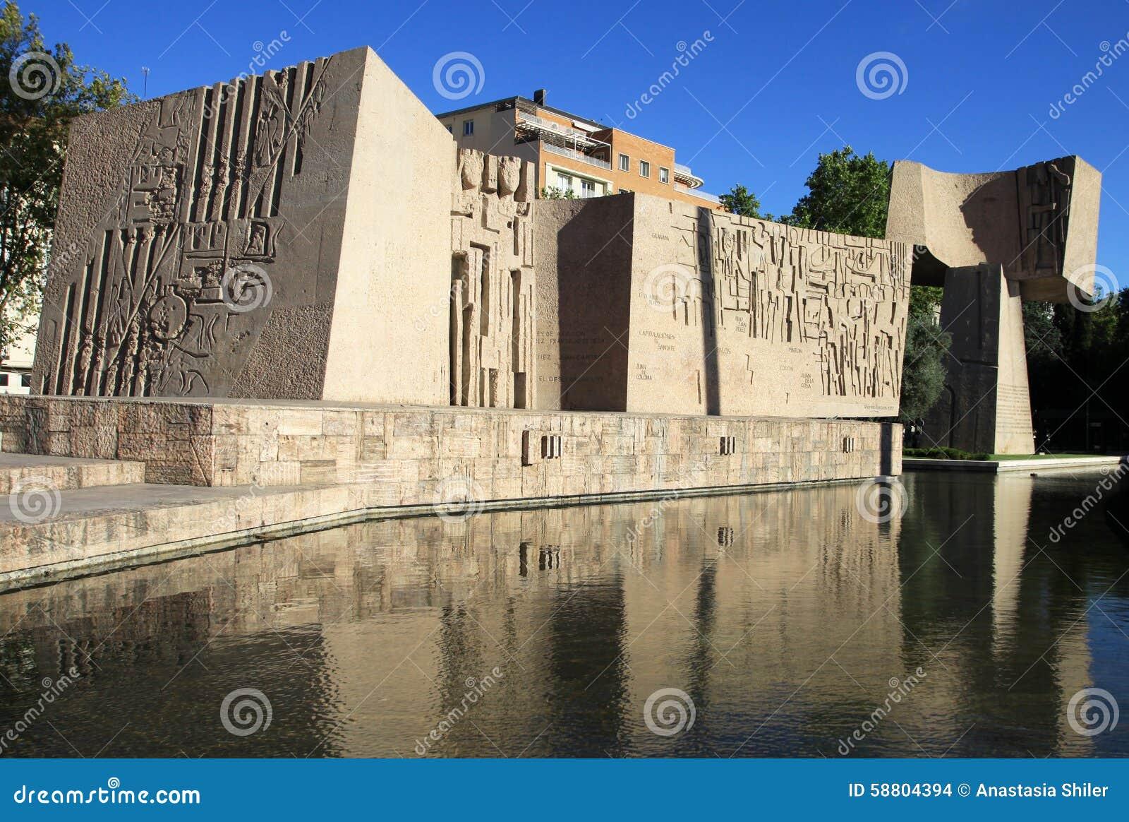 Monumento à descoberta de América Jardins da descoberta em Plaza de Dois pontos Madrid, Spain