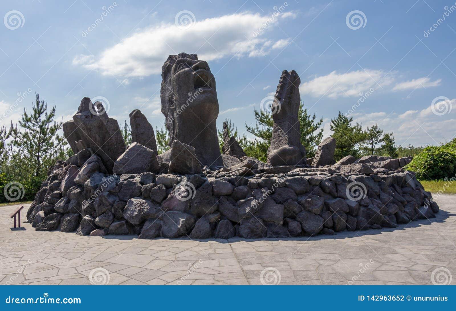 Monumento Akamizu Tembo Hiroba da música da construção de Tsuyoshi Nagabuchi da lava Perto do ponto de observação de Vulcan Sakur