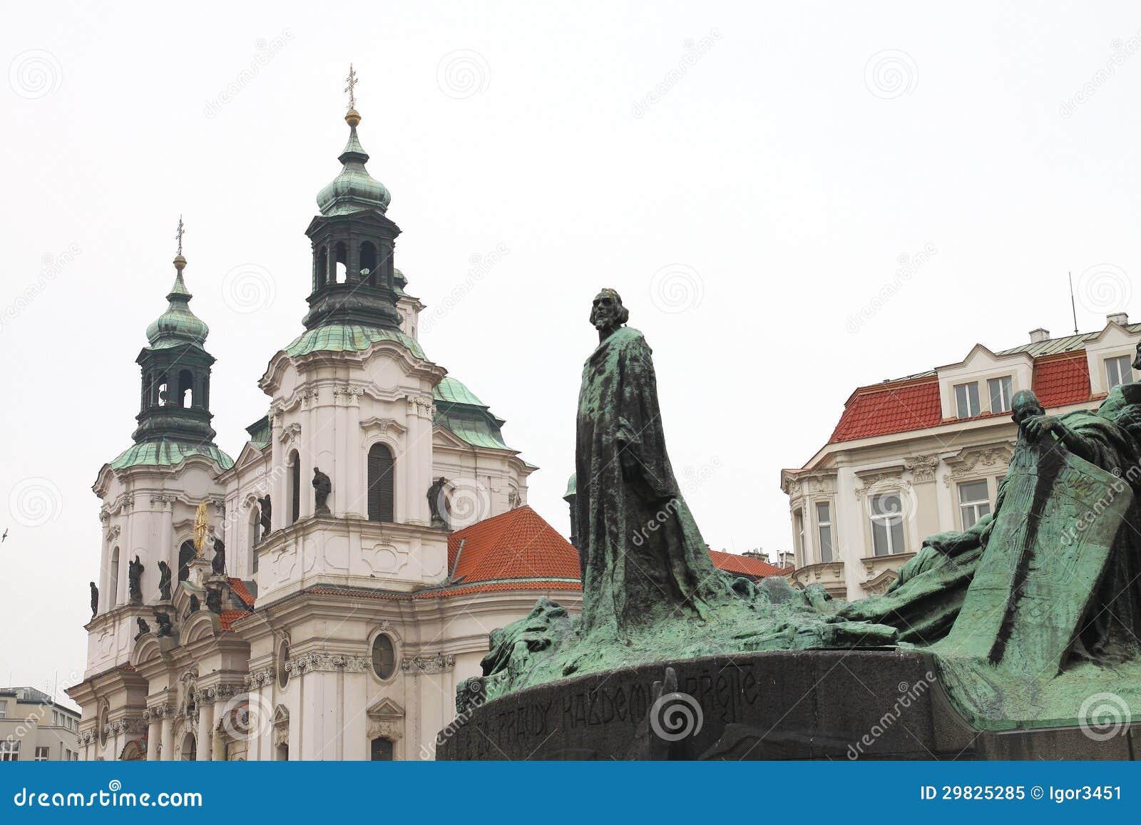 Monumento ao Guss de janeiro em uma área em Praga