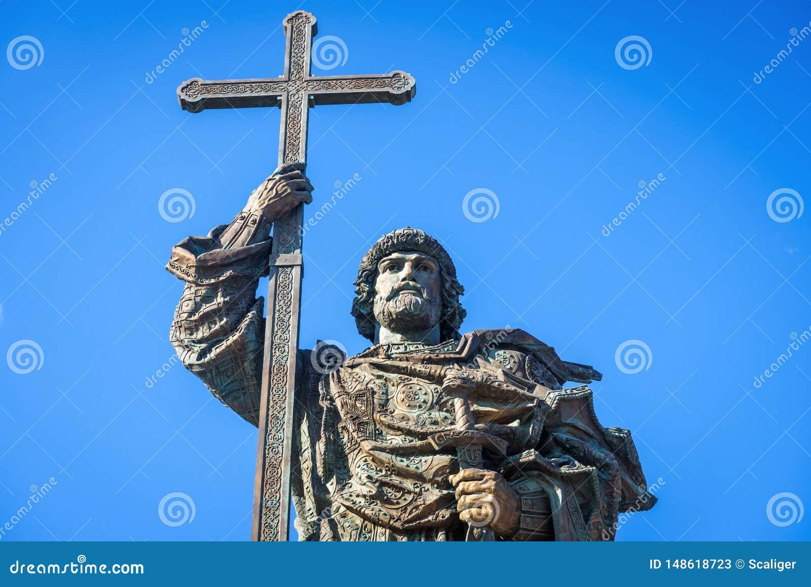 Monumento ao príncipe santamente Vladimir o grande perto do Kremlin de Moscou, Rússia