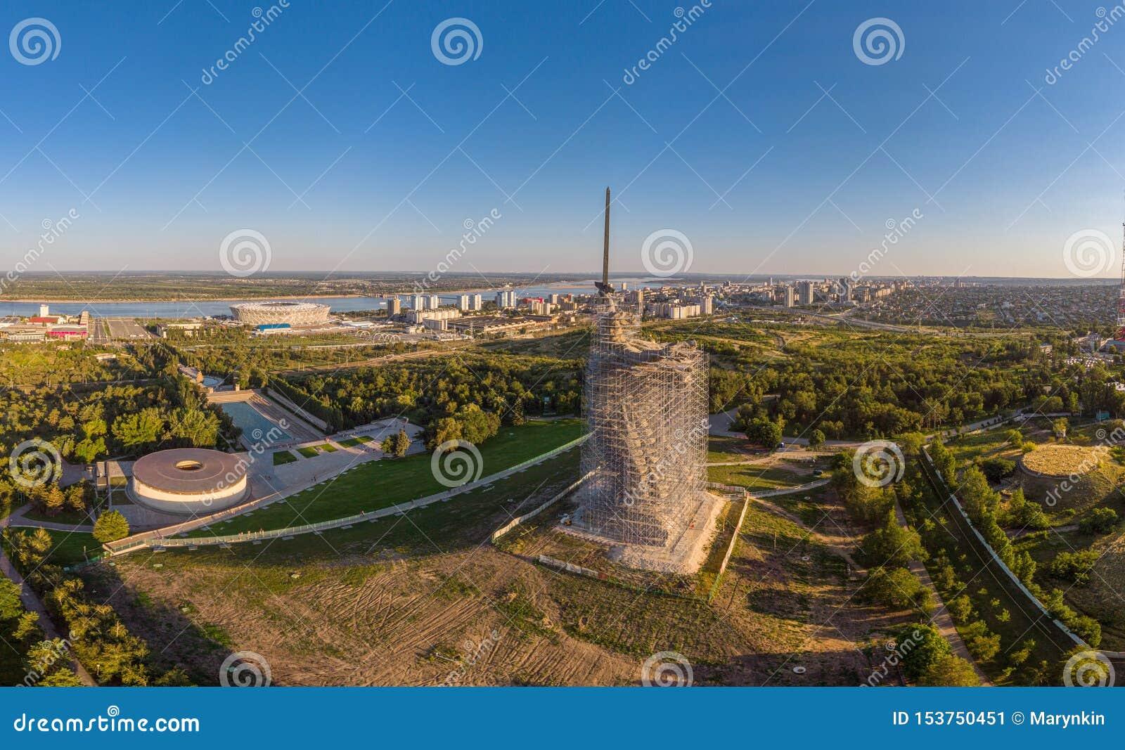 Monumento-conjunto de la reconstrucción a los héroes de Stalingrad las llamadas de la patria