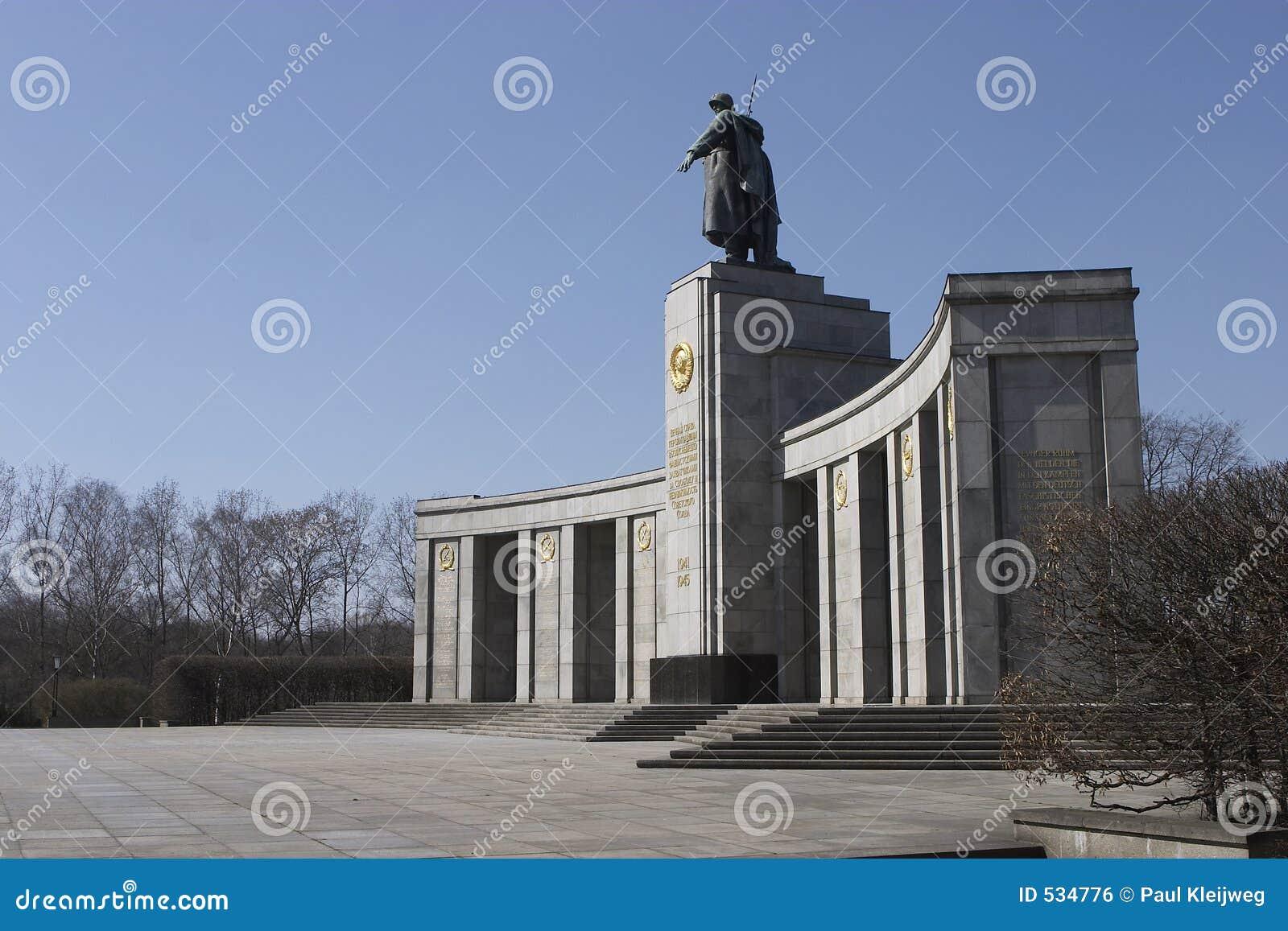 Monumento da guerra do russo em Berlim