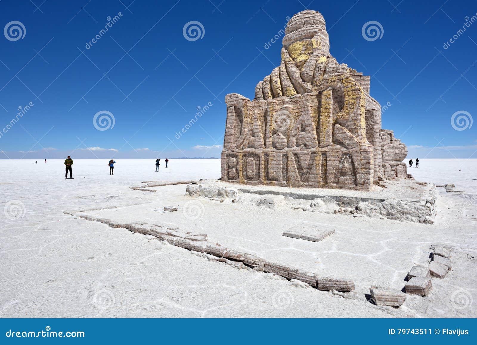 Monumento de la reunión de Dakar en Salar de Uyuni