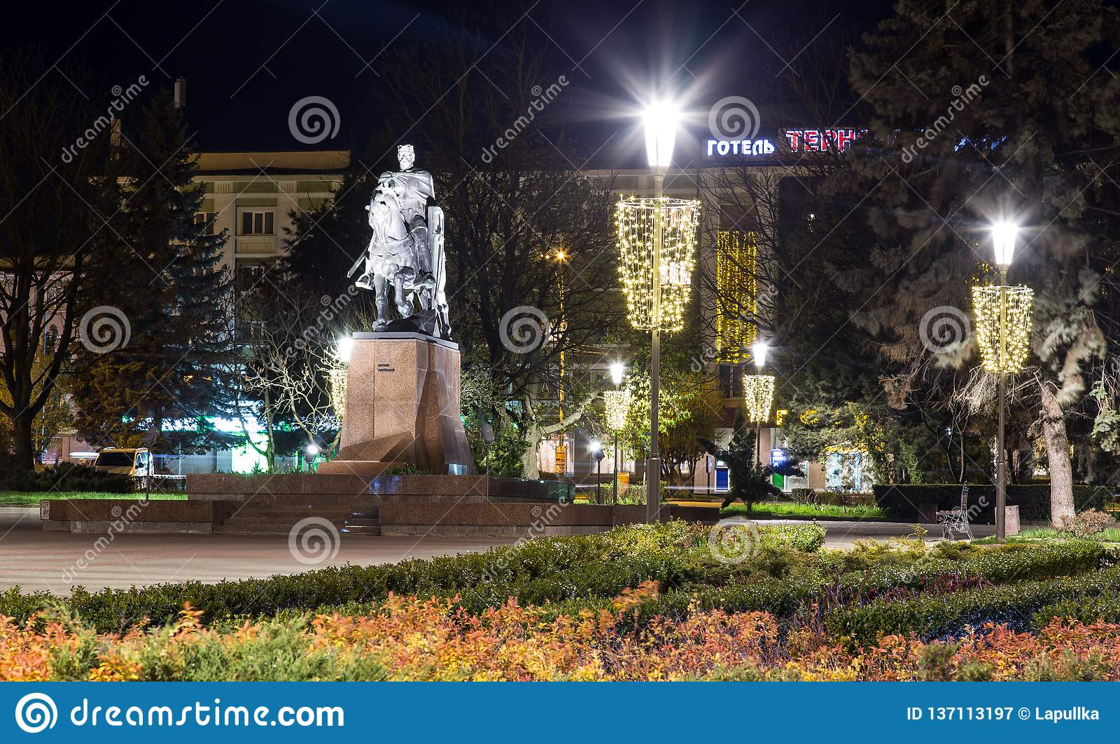 Monumento di Bohdan Khmelnytsky nel centro urbano Ternopil, Ucraina