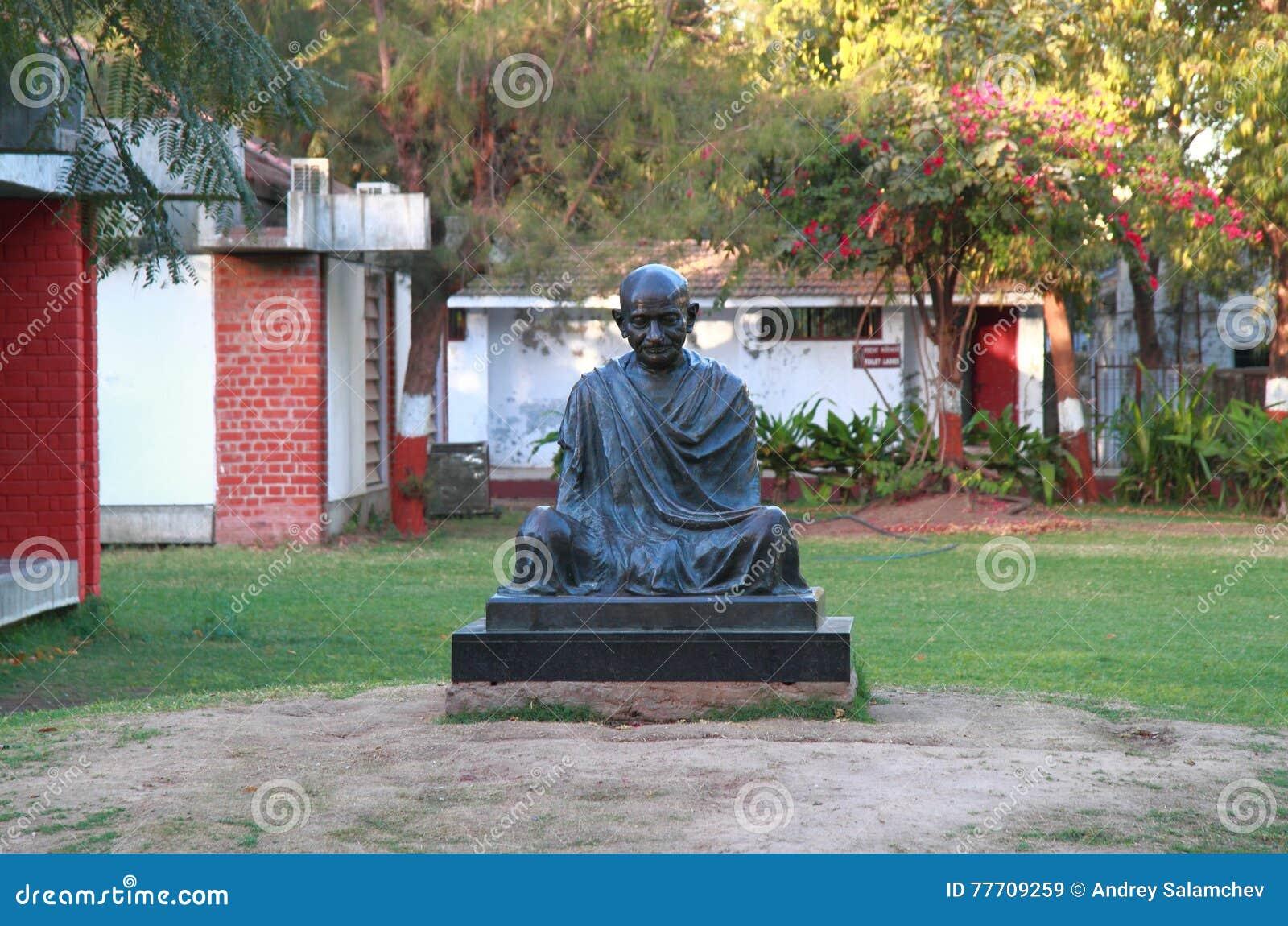 Monumento di Mahatma Gandhi nell ashram di Sabarmati a Ahmedabad, India