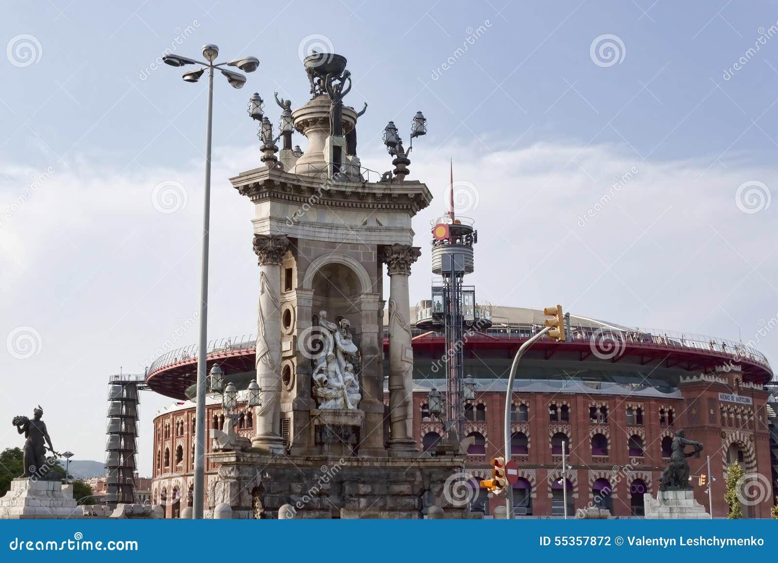 Monumento di unità nel quadrato della Spagna a Barcellona Nelle sedere