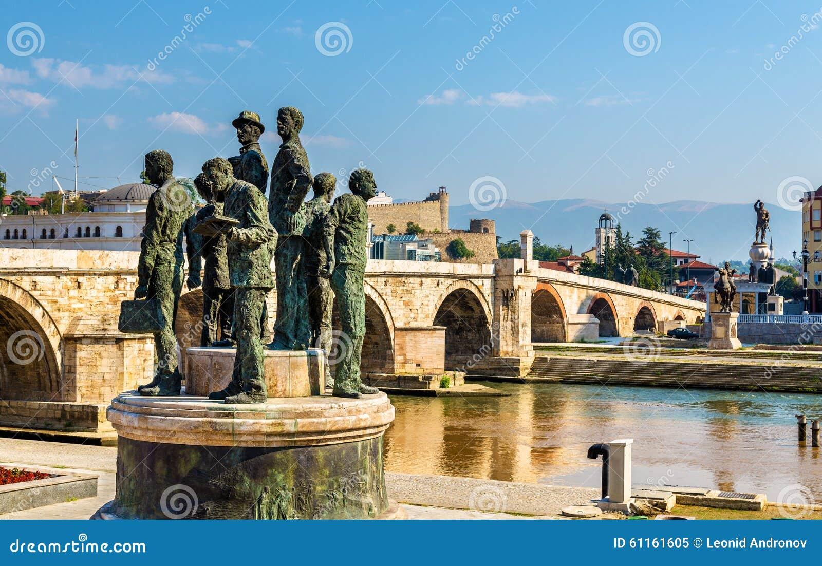 Monumento dos barqueiro de Salonica em Skopje