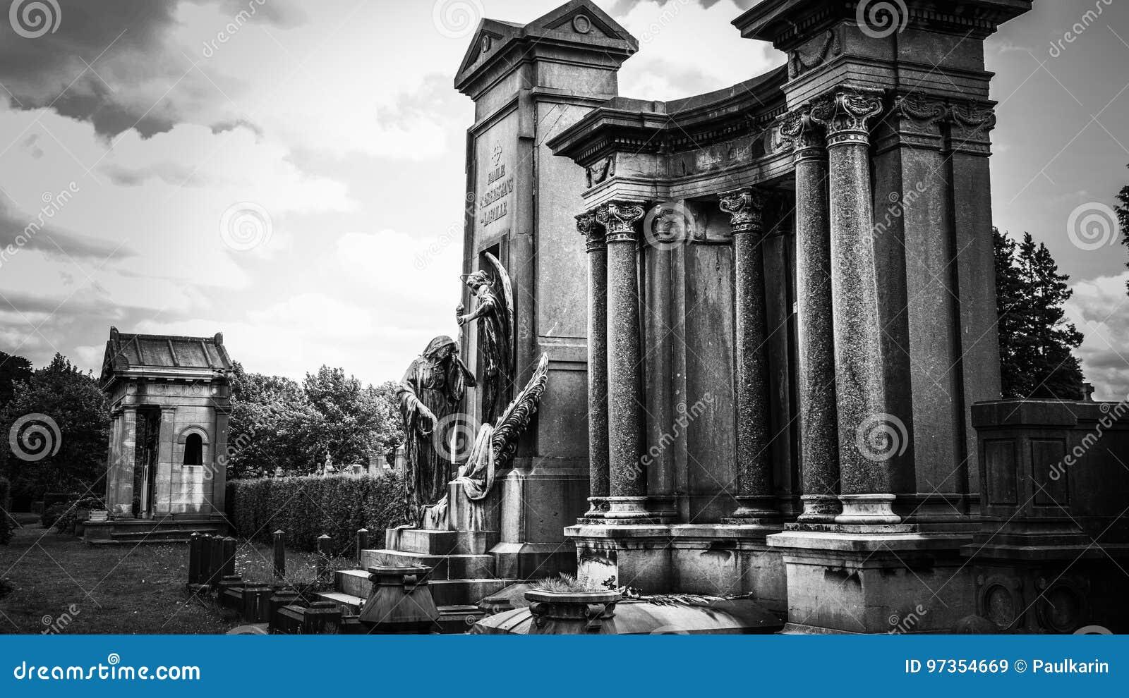 Monumento grave viejo