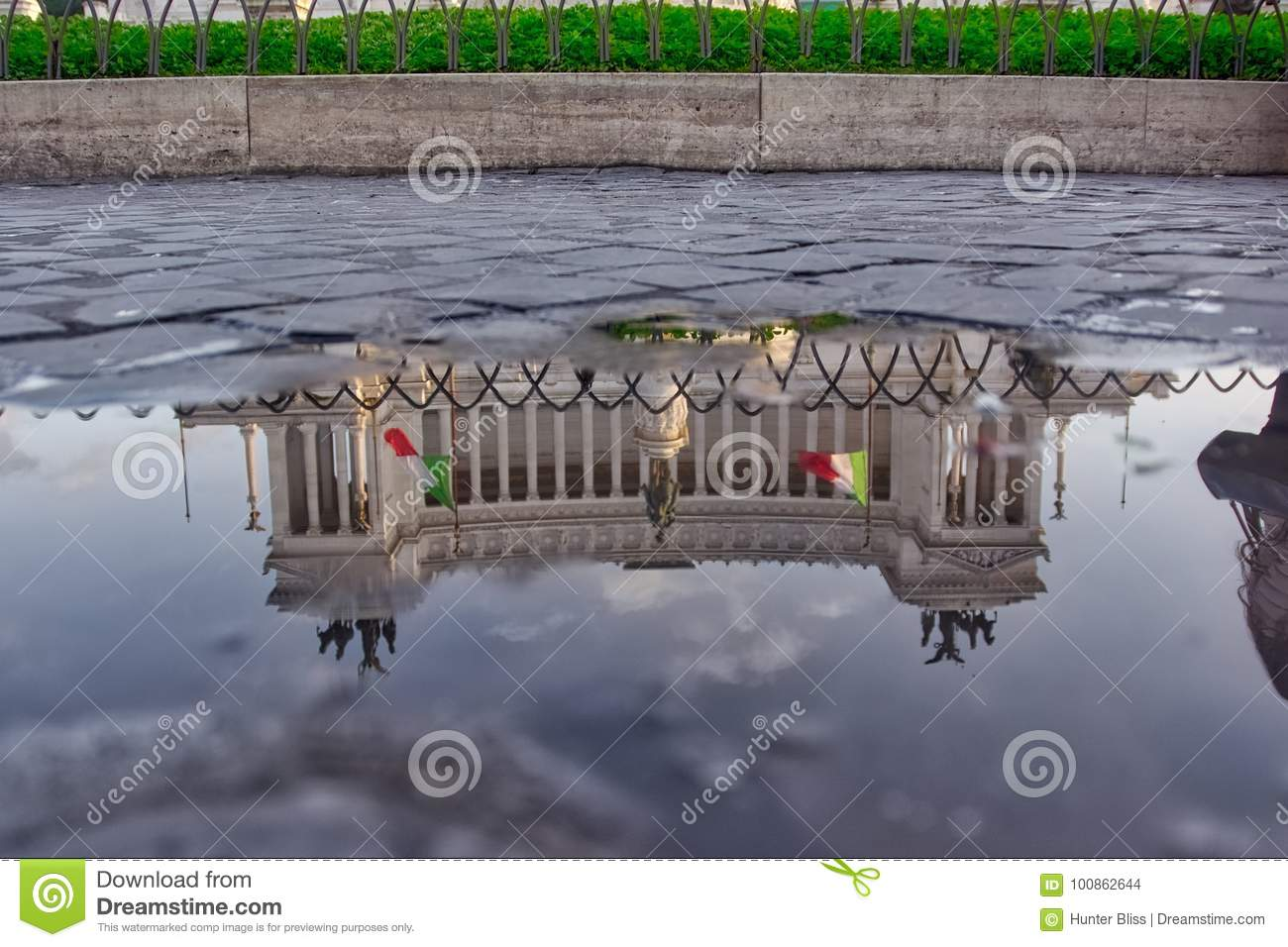 Monumento a Vittorio Emanuele II in Puddle Reflection, Rome, Italy