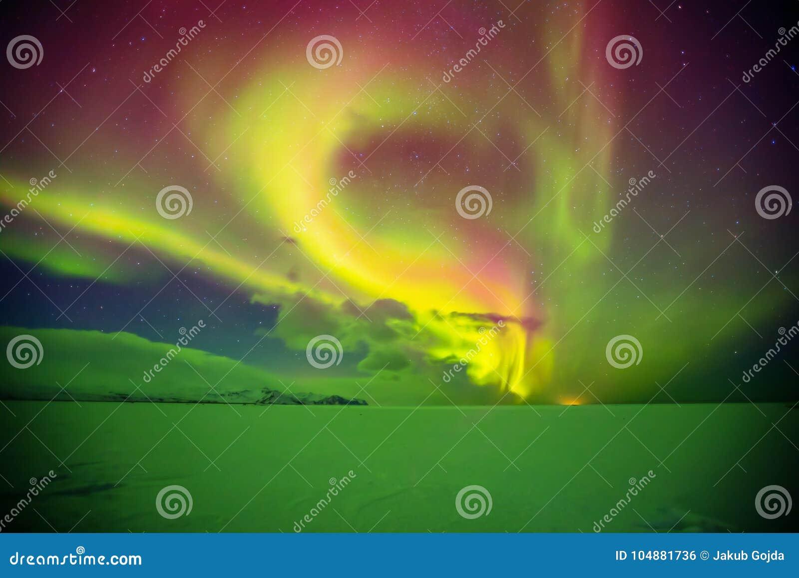 Mooi aurora borealis in IJsland, schot in vroege de winterperio