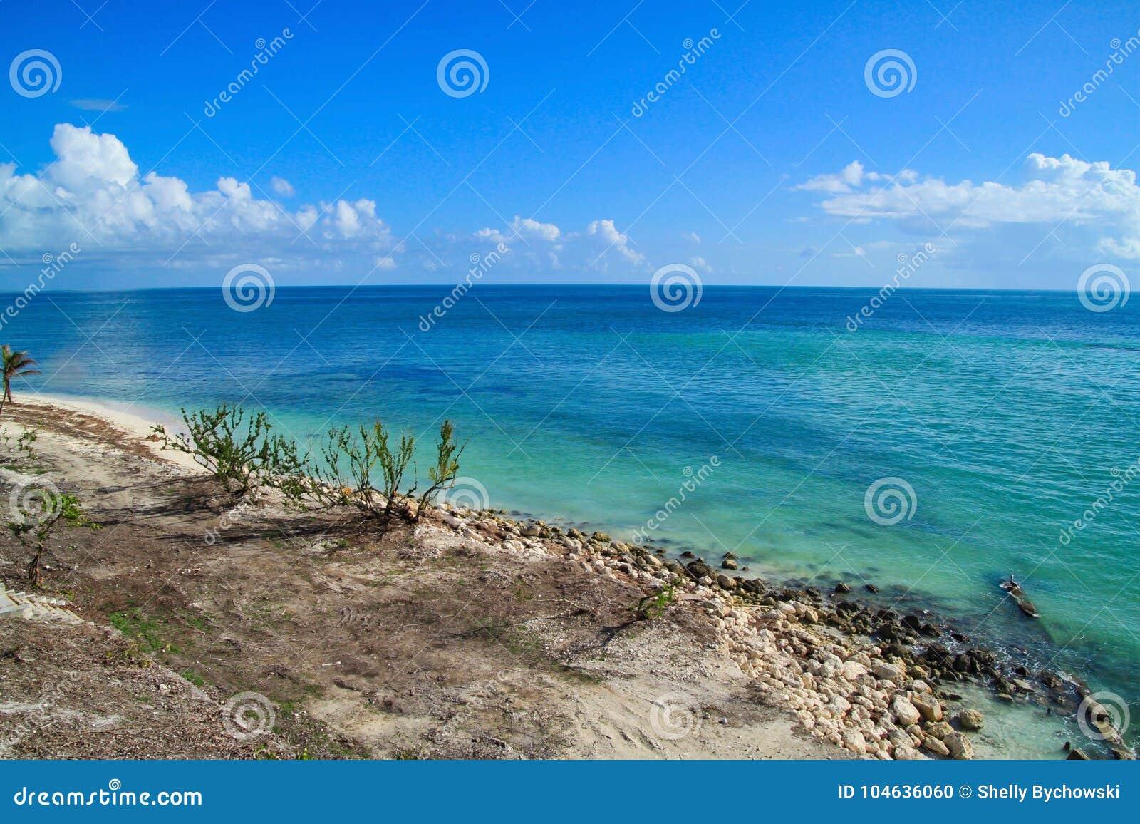 Download Mooi De Sleutelsstrand Van Florida Na Wordt Vernietigd Door Orkaan Irma Stock Foto - Afbeelding bestaande uit cloudscape, irene: 104636060