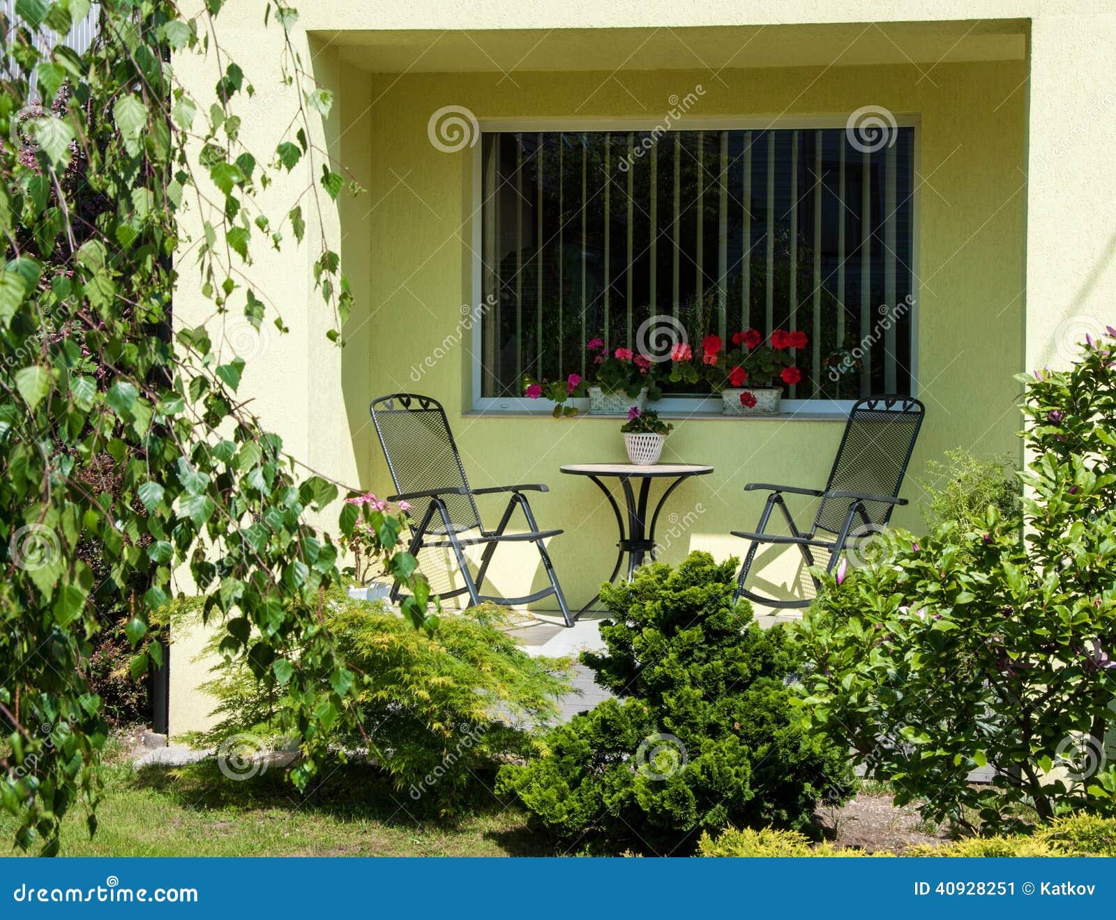 Mooi de zomerterras stock foto afbeelding 40928251 - Tuin decoratie buitenkant ...