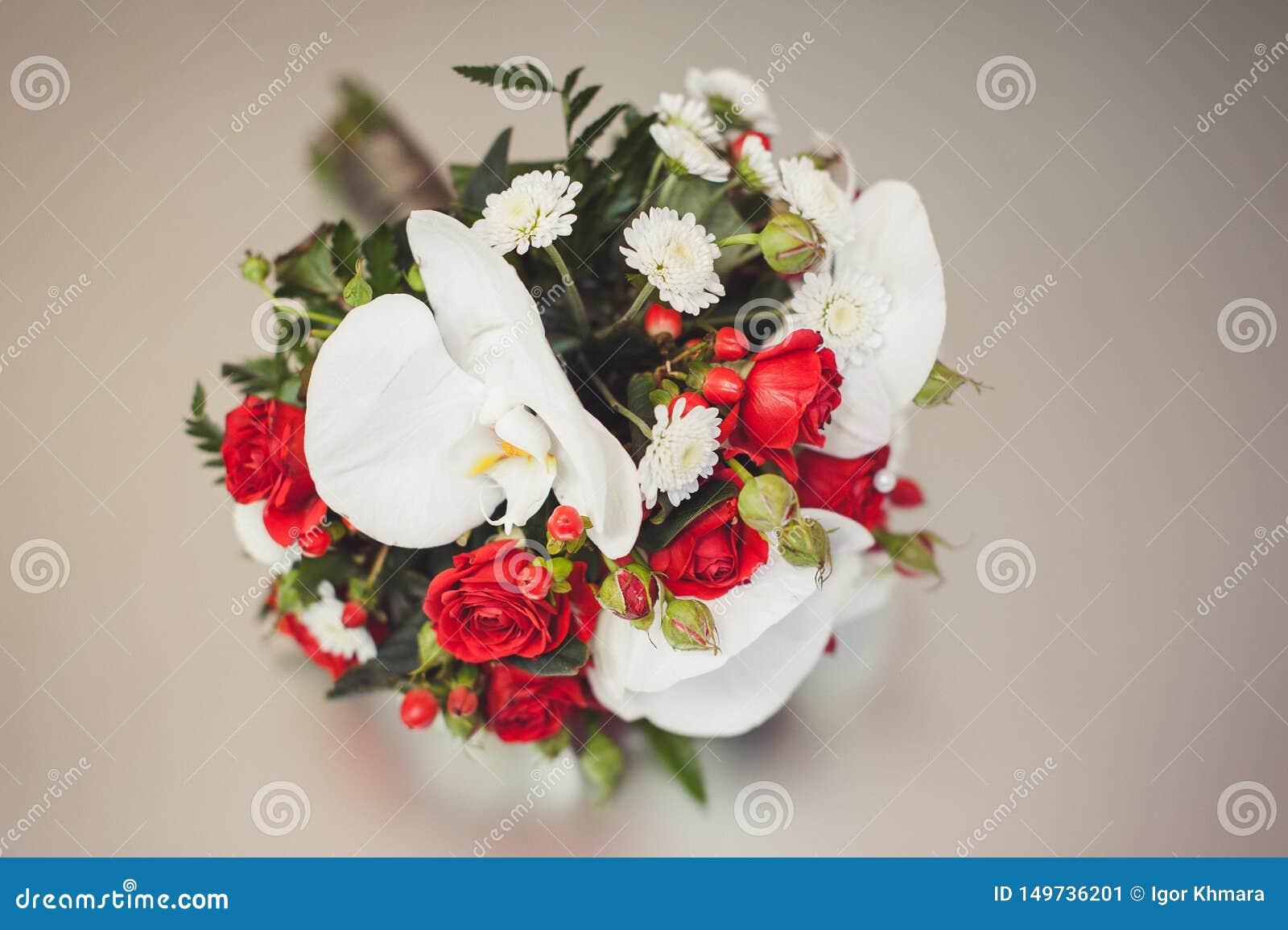 Mooi feestelijk boeket van bloemen