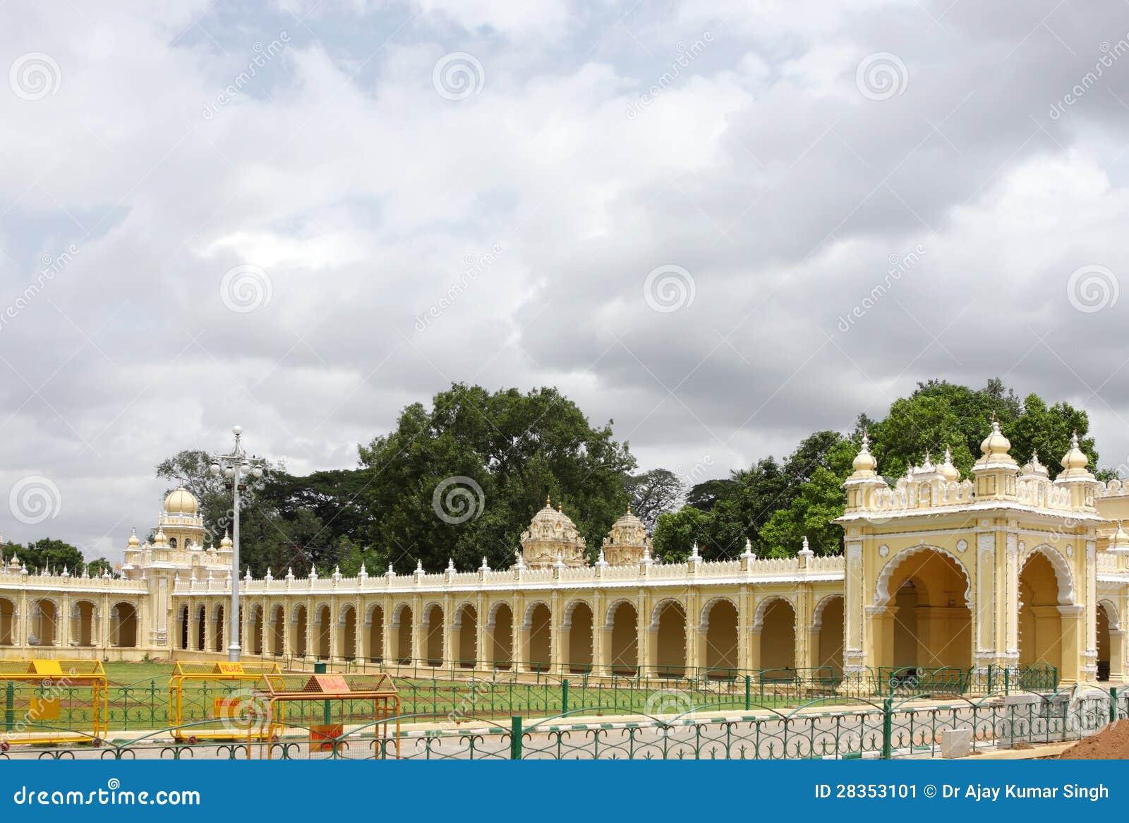 Mooi gang & album ingang van het paleis van mysore stock afbeelding