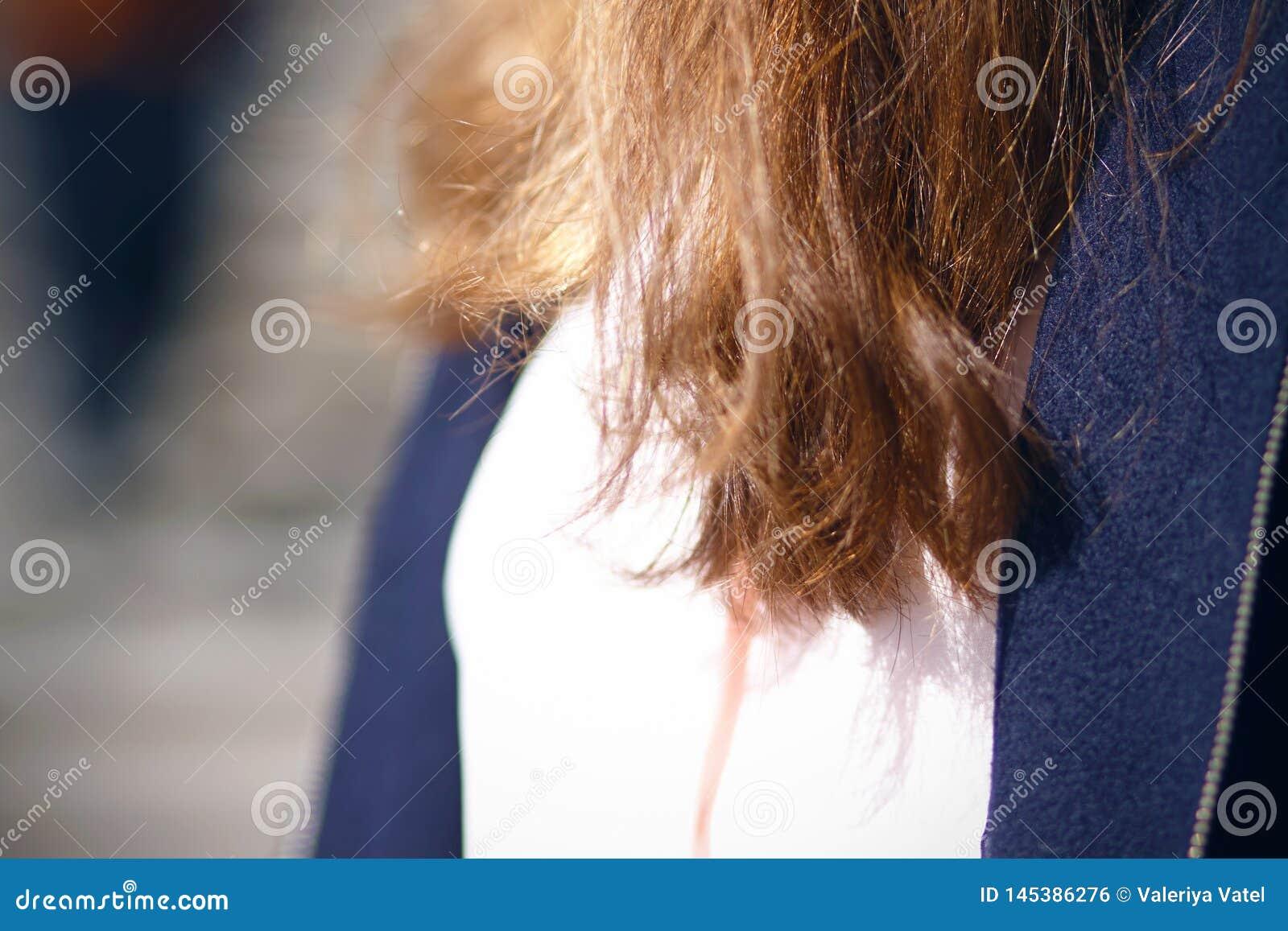 Mooi gezond glanzend lang rood haar