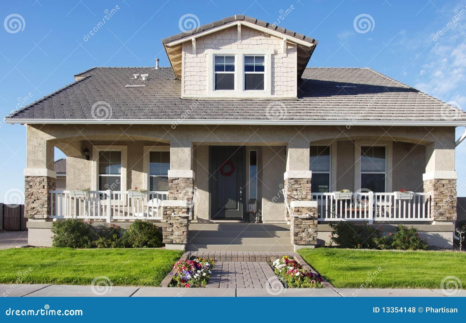 Mooi groot huis stock foto. afbeelding bestaande uit buurt 13354148