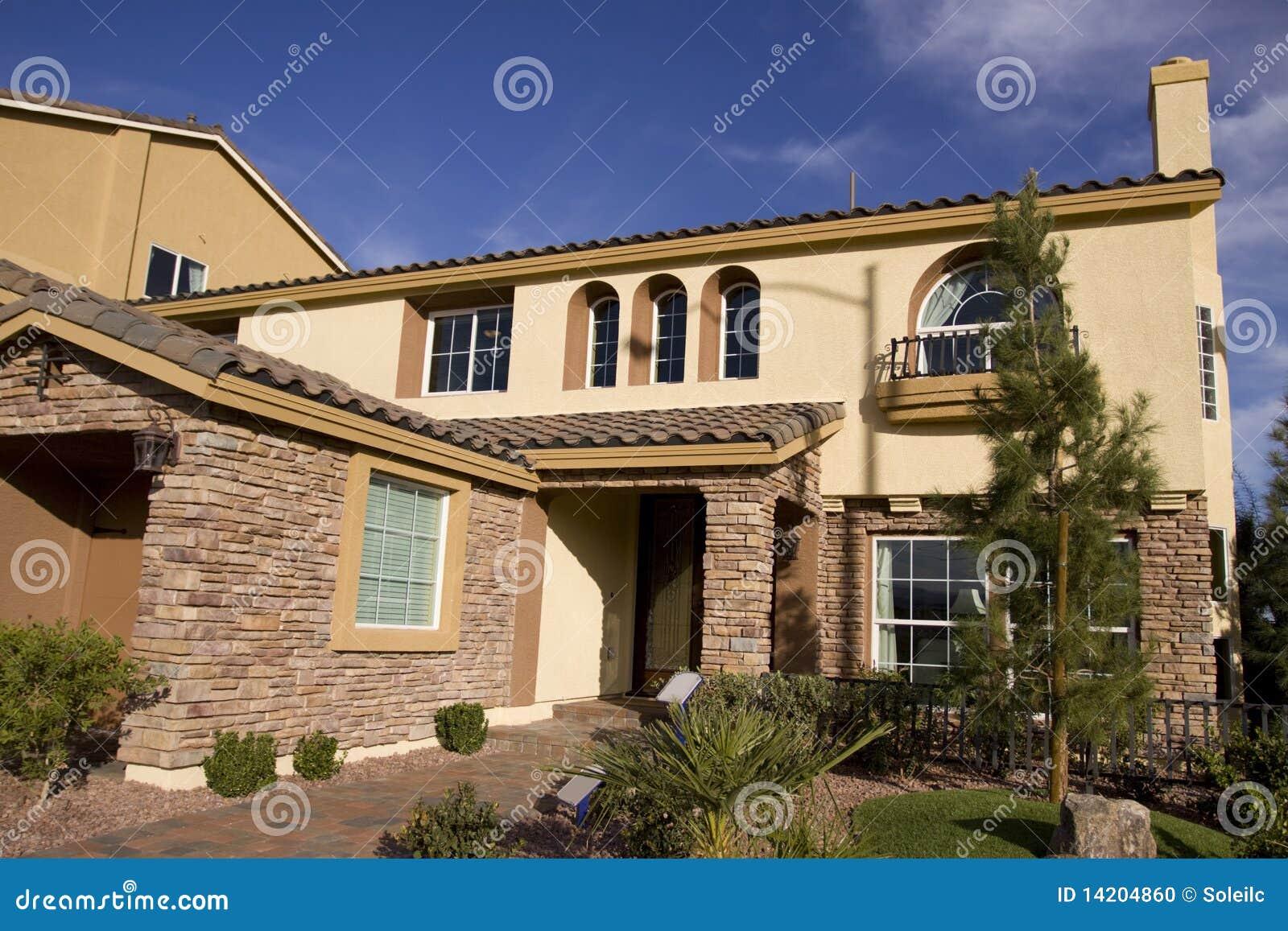 Mooi huis stock foto afbeelding 14204860 - Mooi huis ...