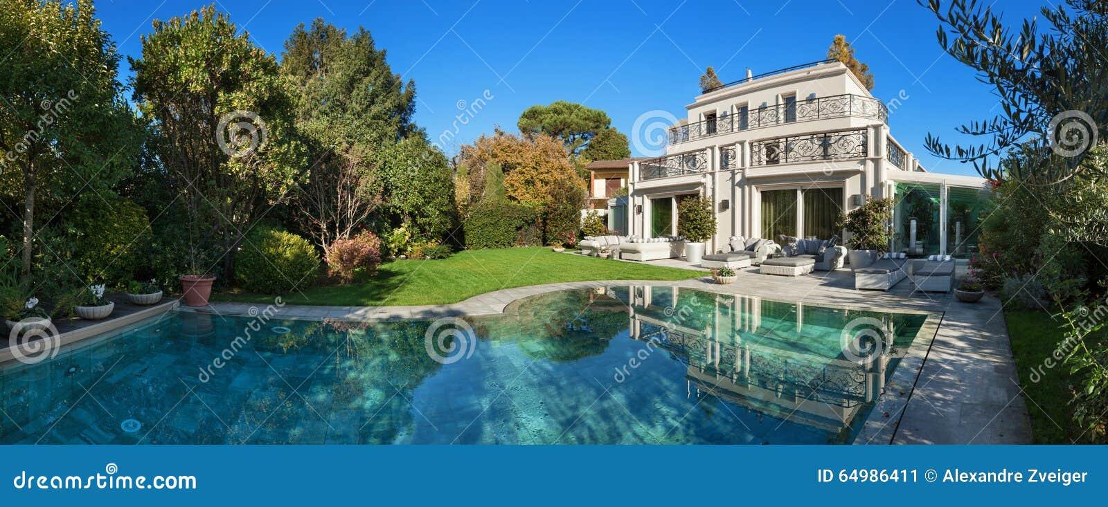 Mooi huis met pool stock foto afbeelding 64986411 - Mooi huis ...