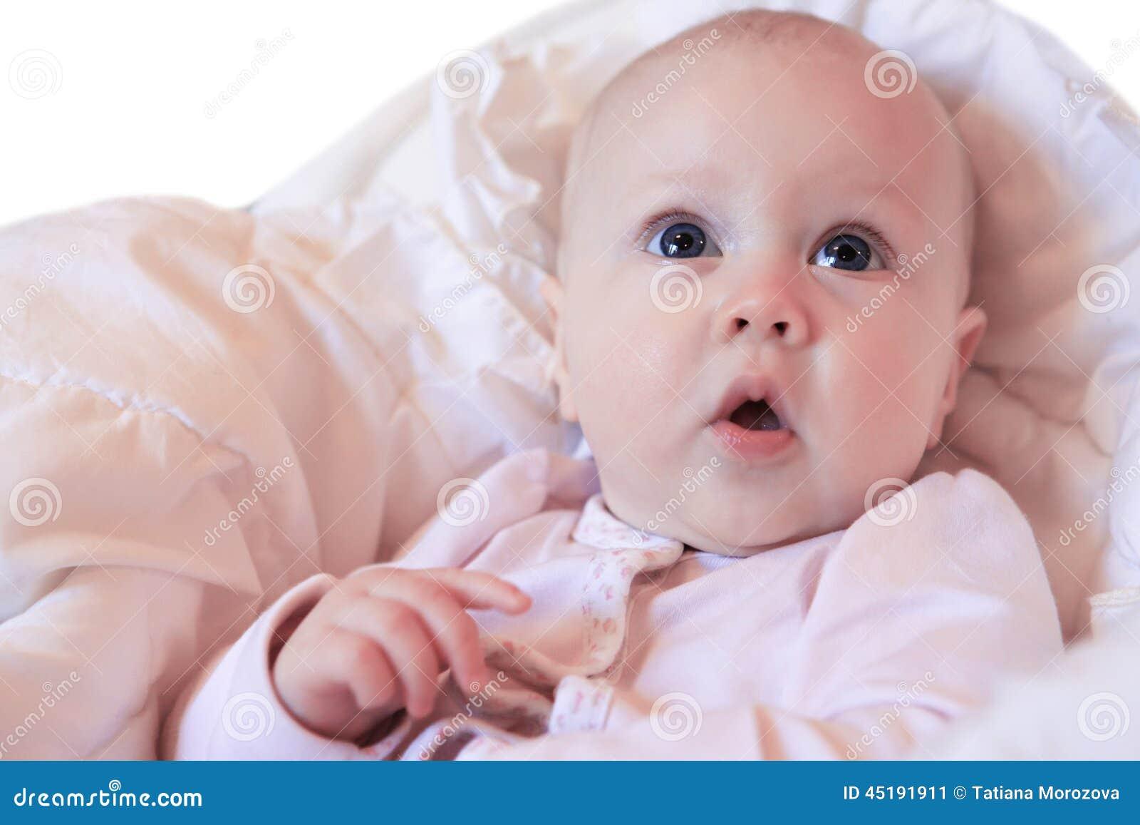 Mooi klein meisje stock foto afbeelding 45191911 - Kleurenkamer klein meisje ...