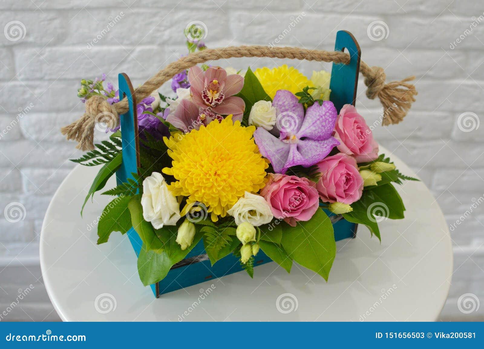 Mooi kleurrijk boeket met exotische bloem