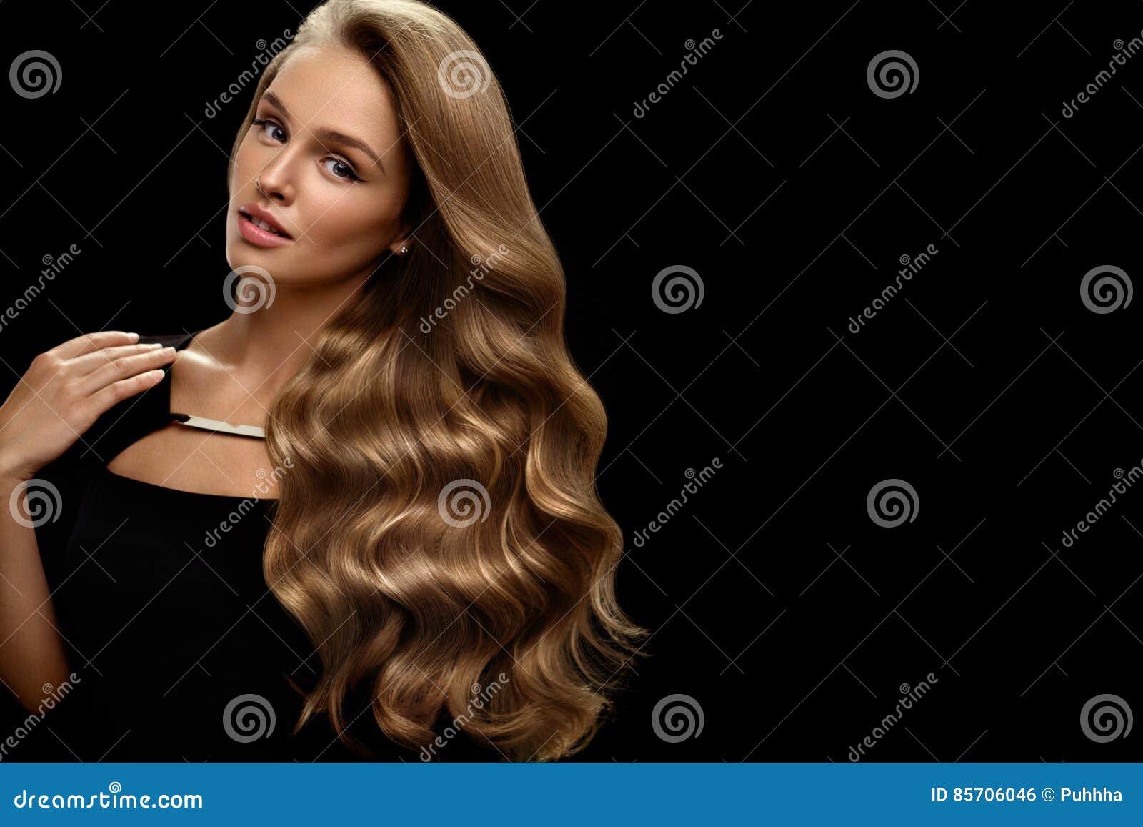 Mooi lang haar Haar van vrouwen het Modelwith blonde curly