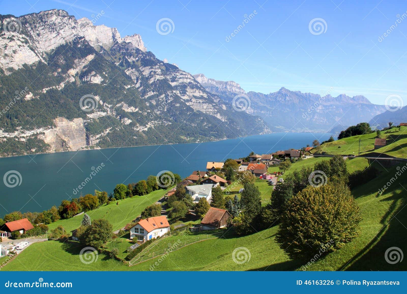 Mooi meer in de Zwitserse Alpen