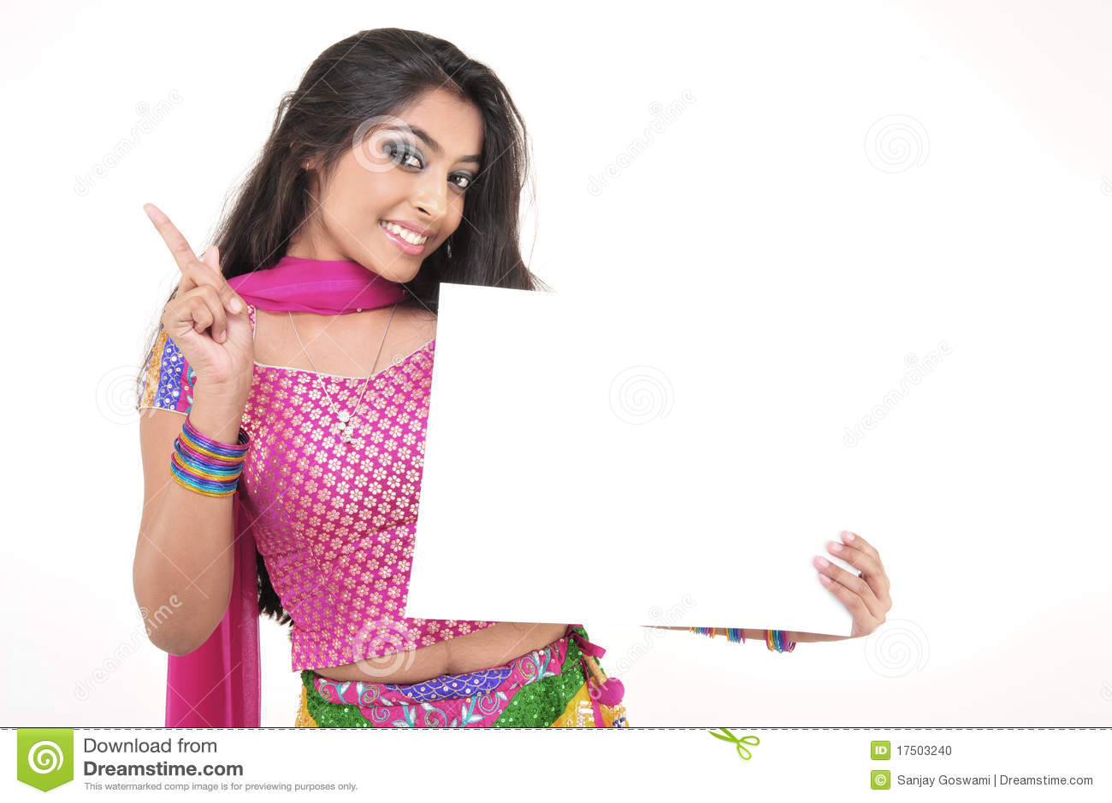 Mooi meisje dat indische etnische kleding draagt stock foto afbeelding 17503240 - Foto tiener ruimte meisje ...