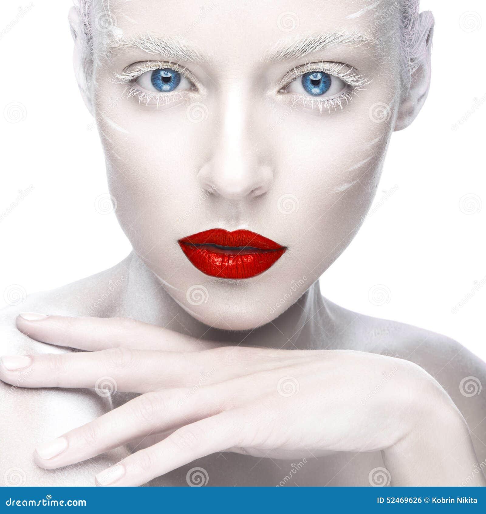 Mooi meisje in het beeld van albino met rode lippen en witte ogen het gezicht van de - Beeld het meisje van ...