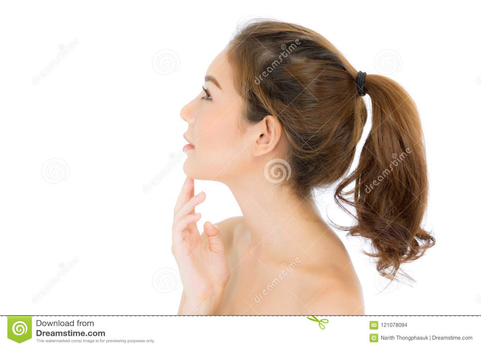 Mooi meisje met make-up, vrouwen en huid het concept van zorgschoonheidsmiddelen/het aantrekkelijke Aziatische meisje smilling op