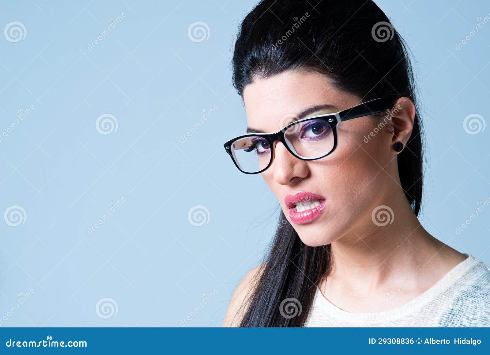 Mooi Meisje met Zwarte Glazen