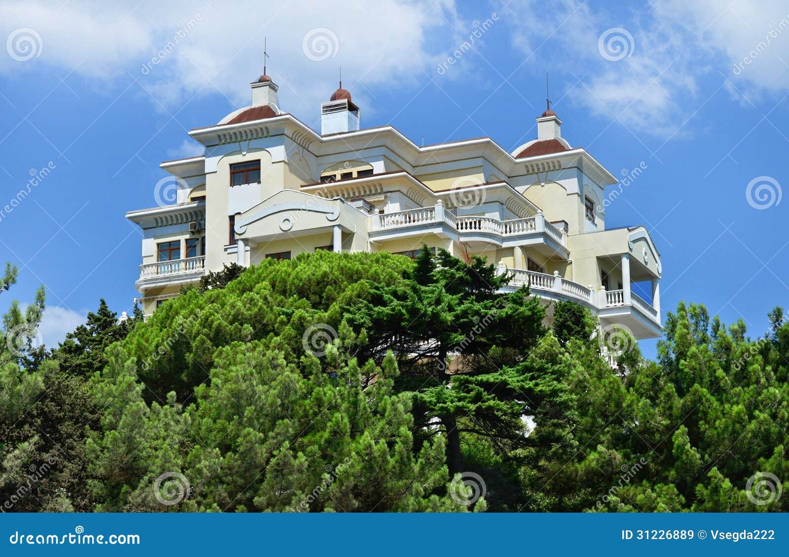 Mooi modern huis hotel yalta de krim stock afbeelding afbeelding 31226889 - Foto modern huis ...
