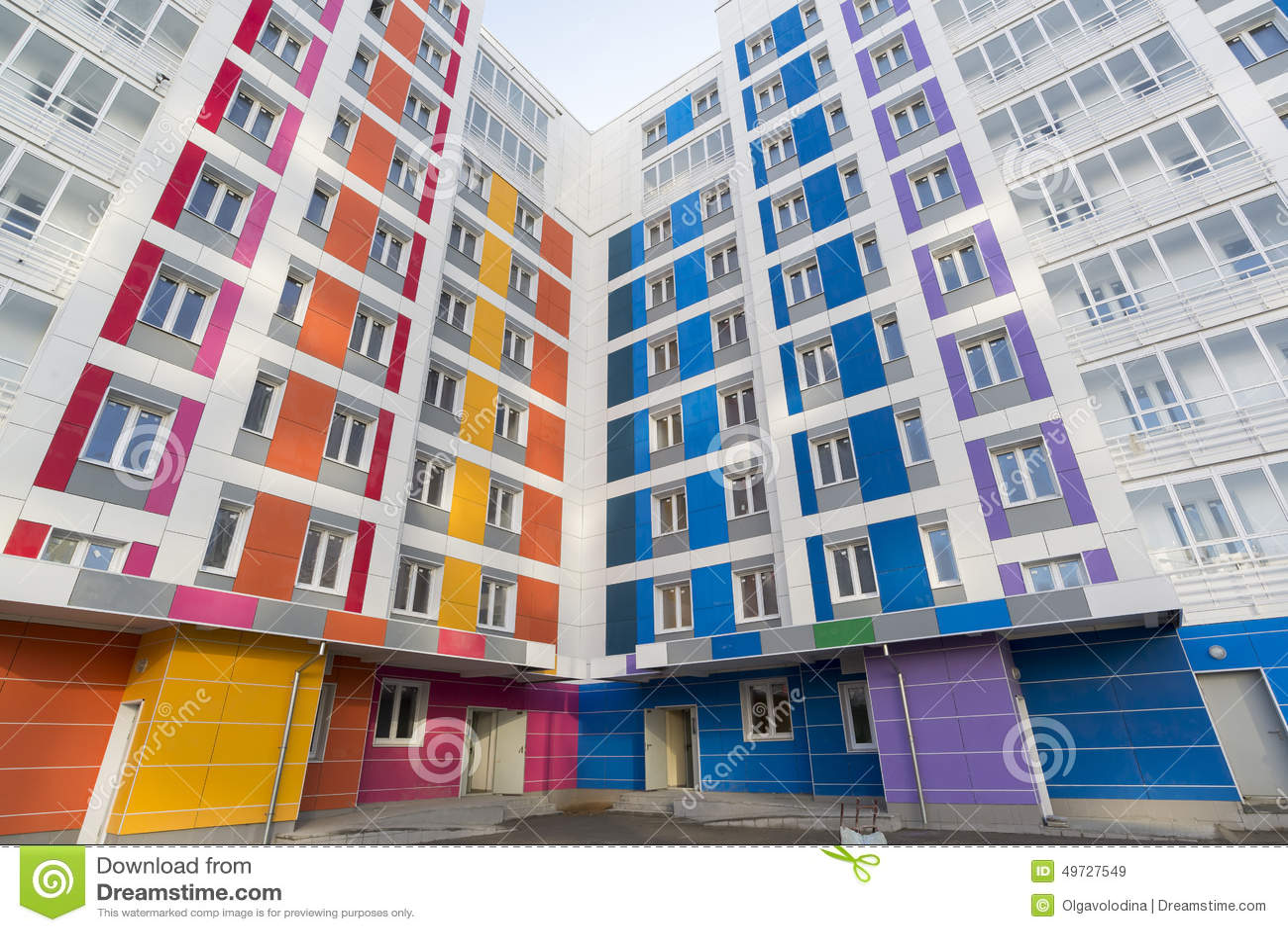 Mooi modern huis met kleurrijke voorgevels stock foto afbeelding 49727549 - Foto modern huis ...