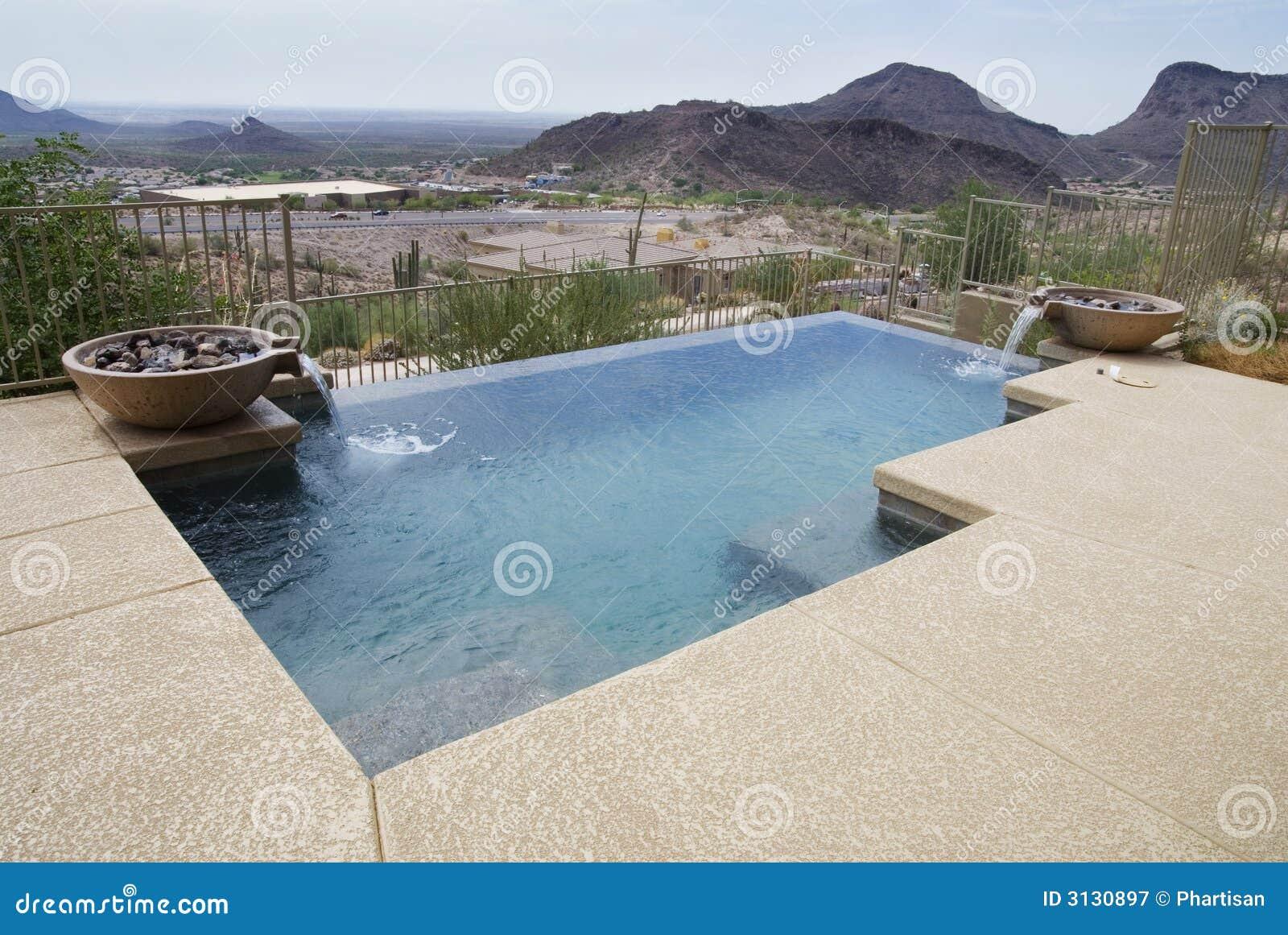 Mooi modern zwembad royalty vrije stock fotografie afbeelding 3130897 for Modern zwembad