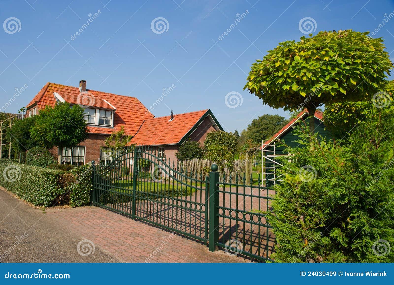 Mooi nederlands huis royalty vrije stock afbeeldingen beeld 24030499 - Mooi huis ...