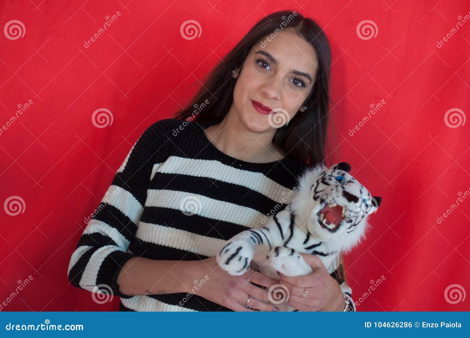 Download Mooi Sexy Meisje Met Ventilator Stock Foto - Afbeelding bestaande uit koeler, lichaam: 104626286