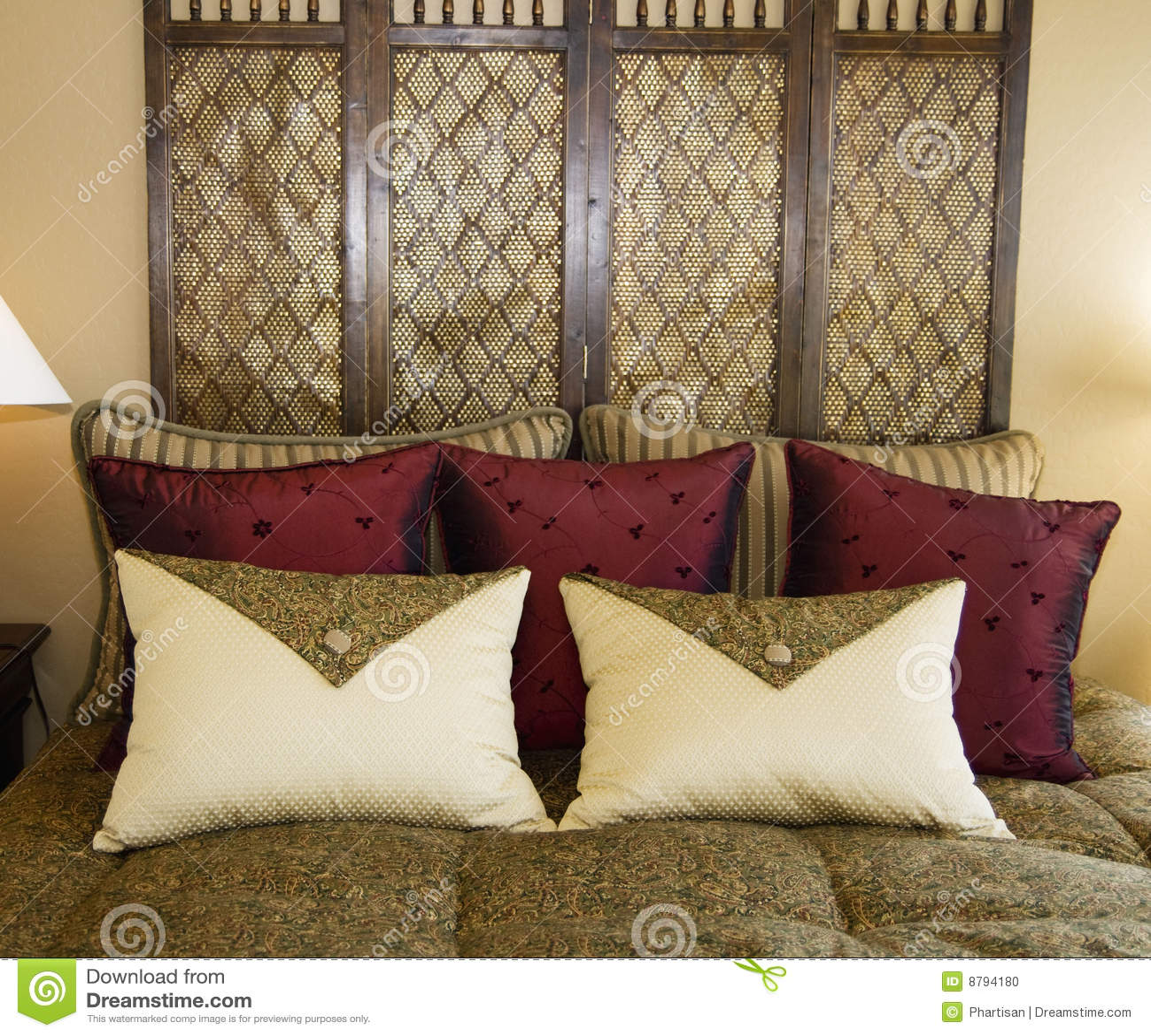 Mooi slaapkamer binnenlands ontwerp stock foto   afbeelding: 8794180