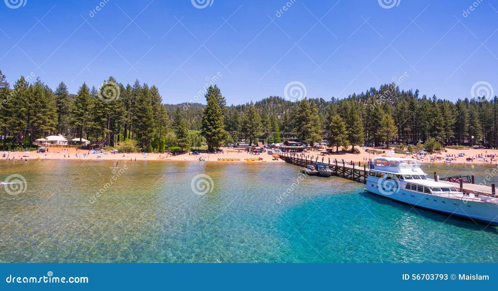 Mooi strand in Meer Tahoe, Californië