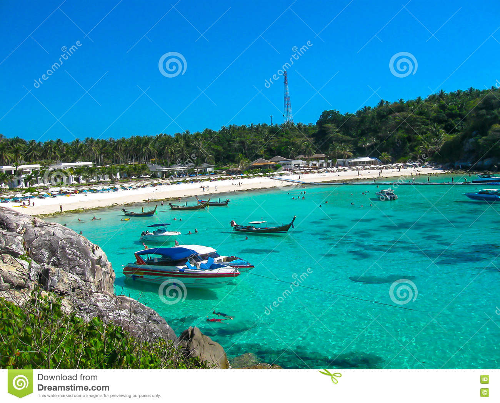 Mooi strand op een tropisch eiland Koh Racha Yai