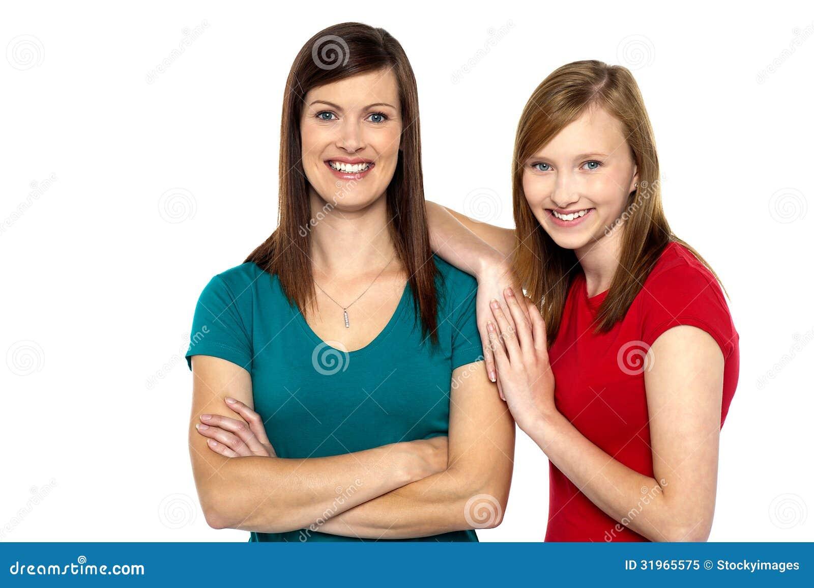 Mooi tienermeisje met haar moeder