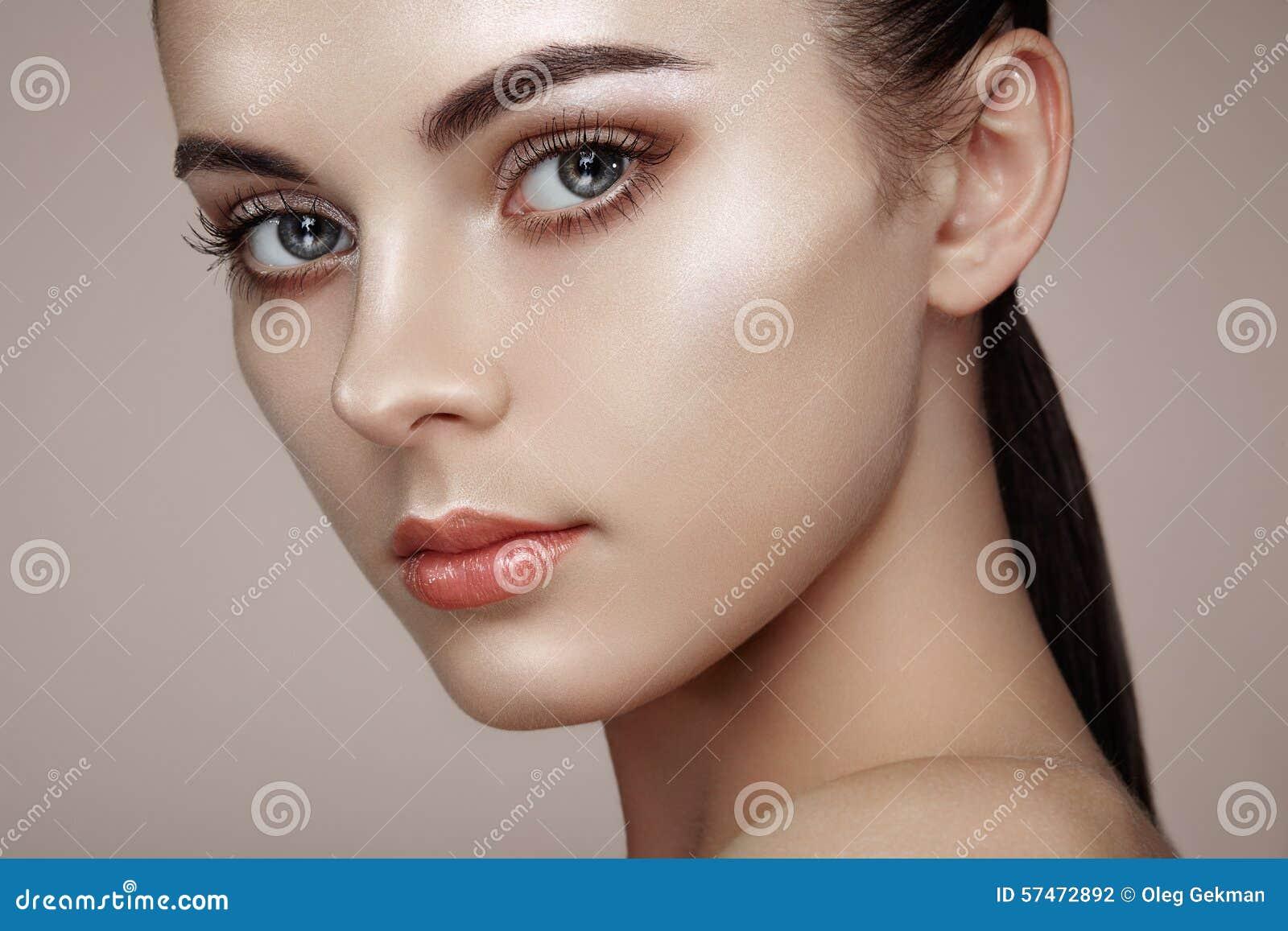 Mooi vrouwengezicht