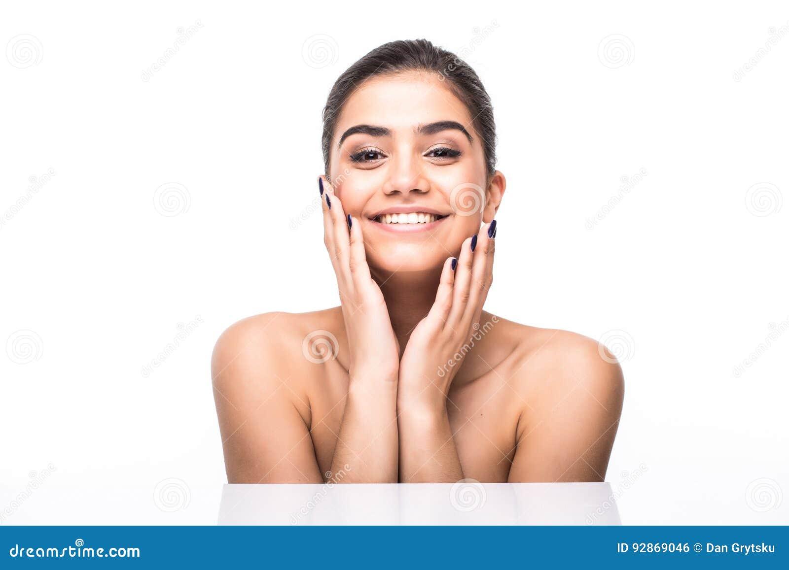Mooi vrouwengezicht Perfecte toothy glimlach Kaukasisch jong meisjes dicht omhooggaand portret lippen, huid, tanden op witte acht