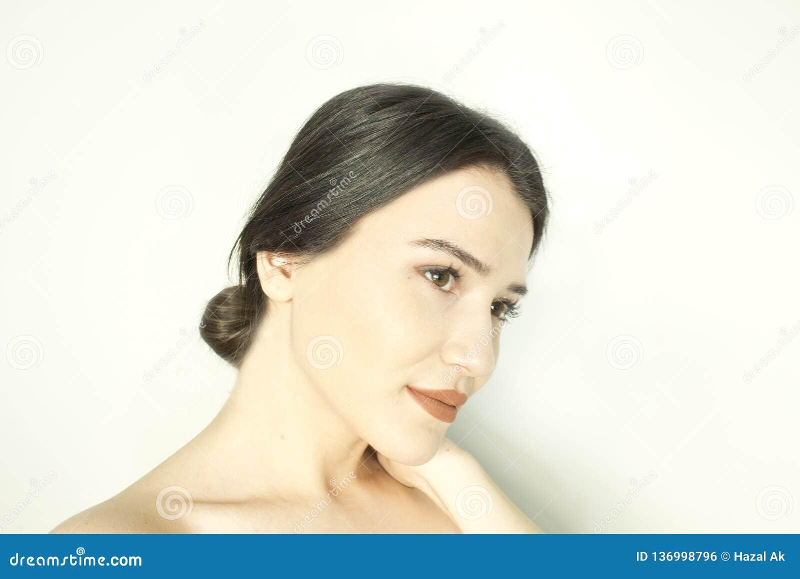 Mooi vrouwengezicht - sluit omhoog