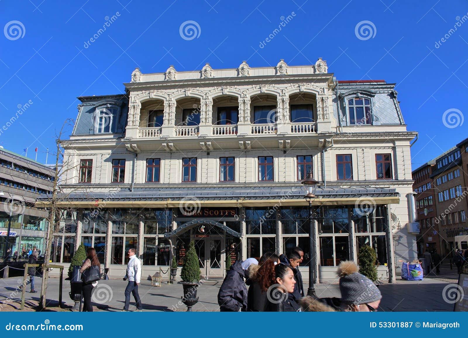 Mooi wit huis redactionele fotografie beeld 53301887 - Mooi huis ...