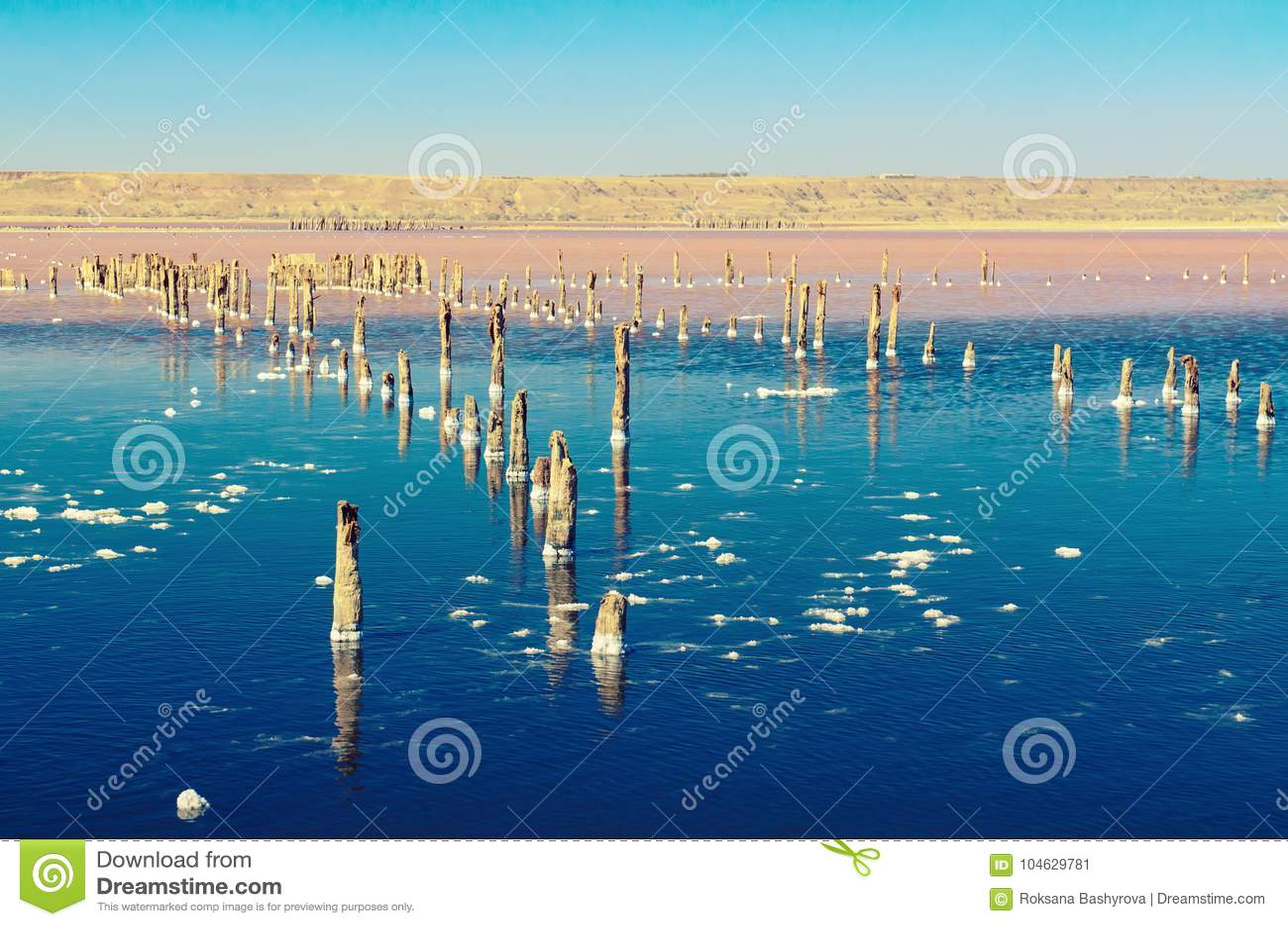 Download Mooi zout meer stock afbeelding. Afbeelding bestaande uit achtergrond - 104629781