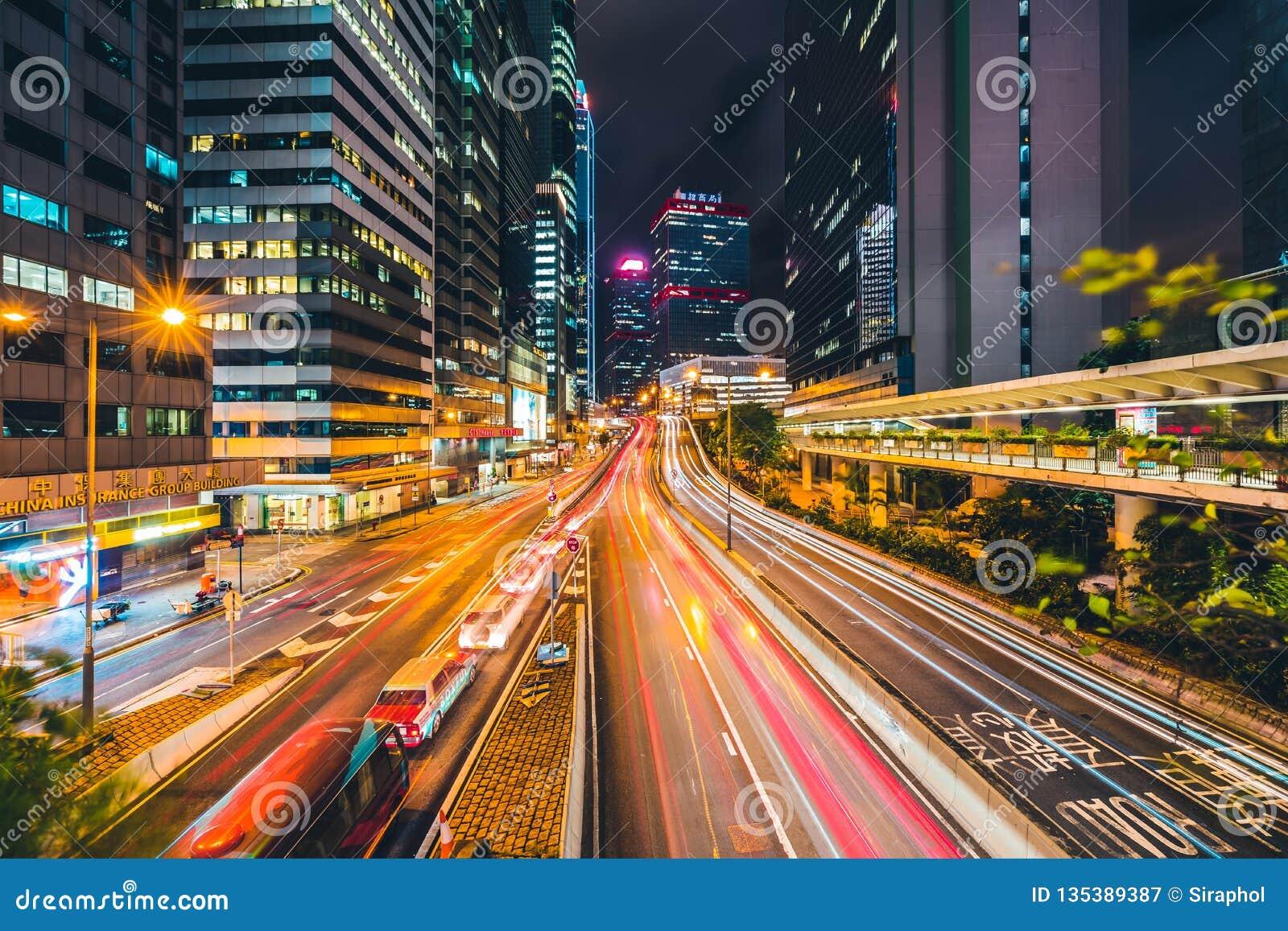 Mooie architectuur die buitencityscape van de stadshorizon van Hongkong bouwen
