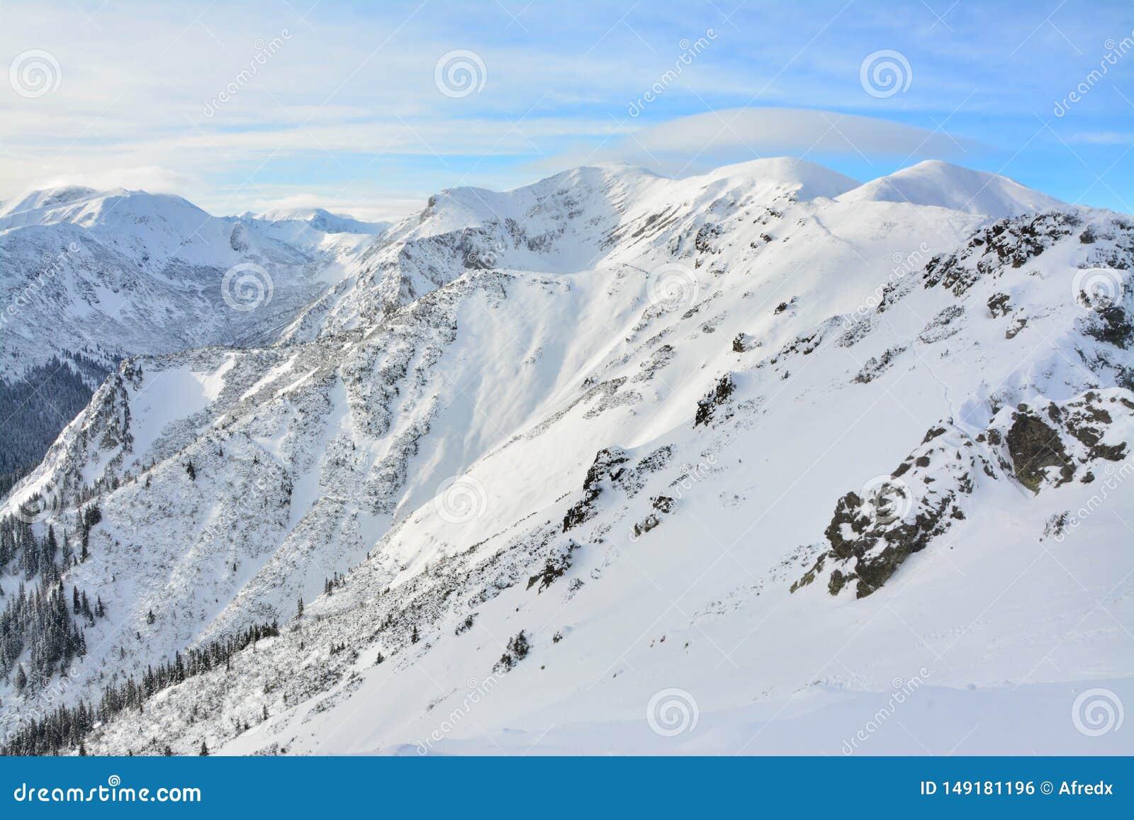 Mooie bergpieken in de winter