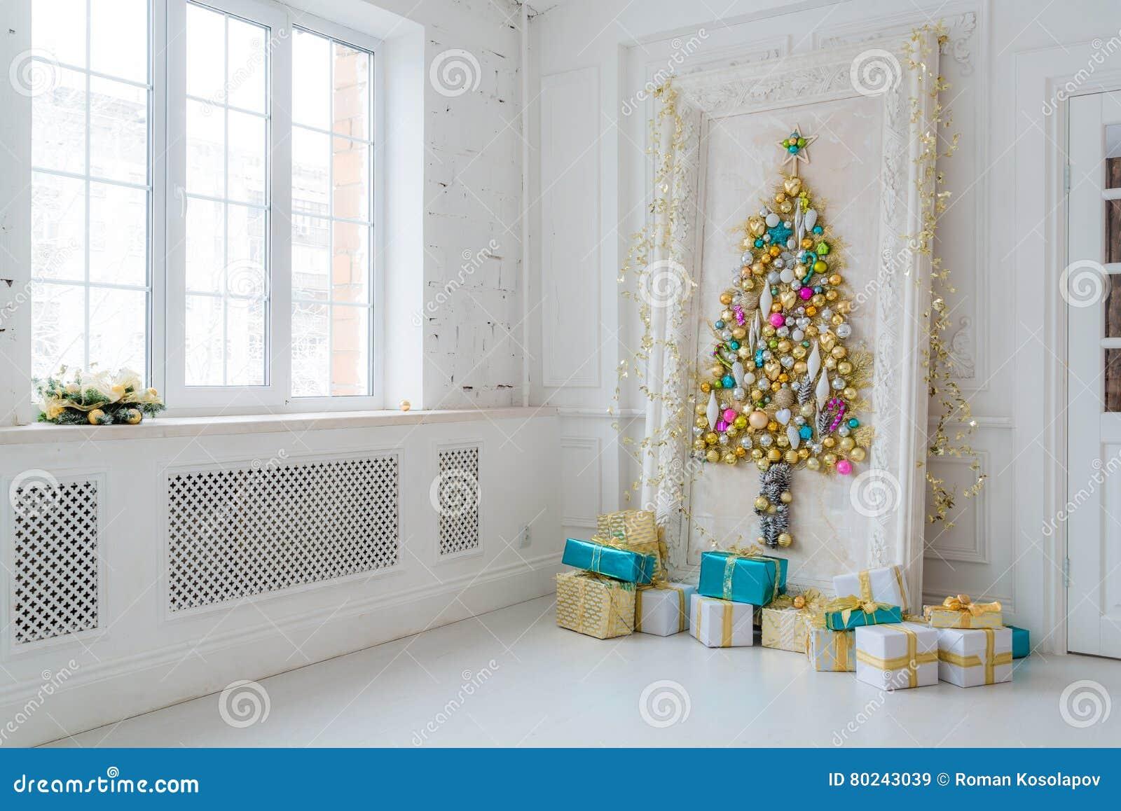 Mooie Binnenlandse Die Woonkamer Voor Kerstmis Wordt Verfraaid Groot ...