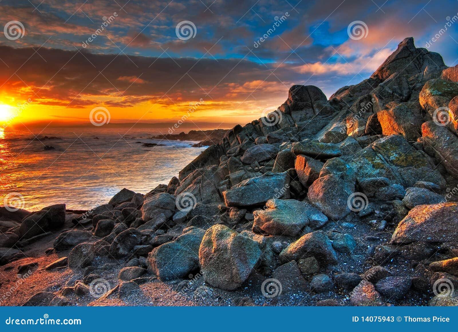 Mooie blauwe en gouden zonsopgang bij