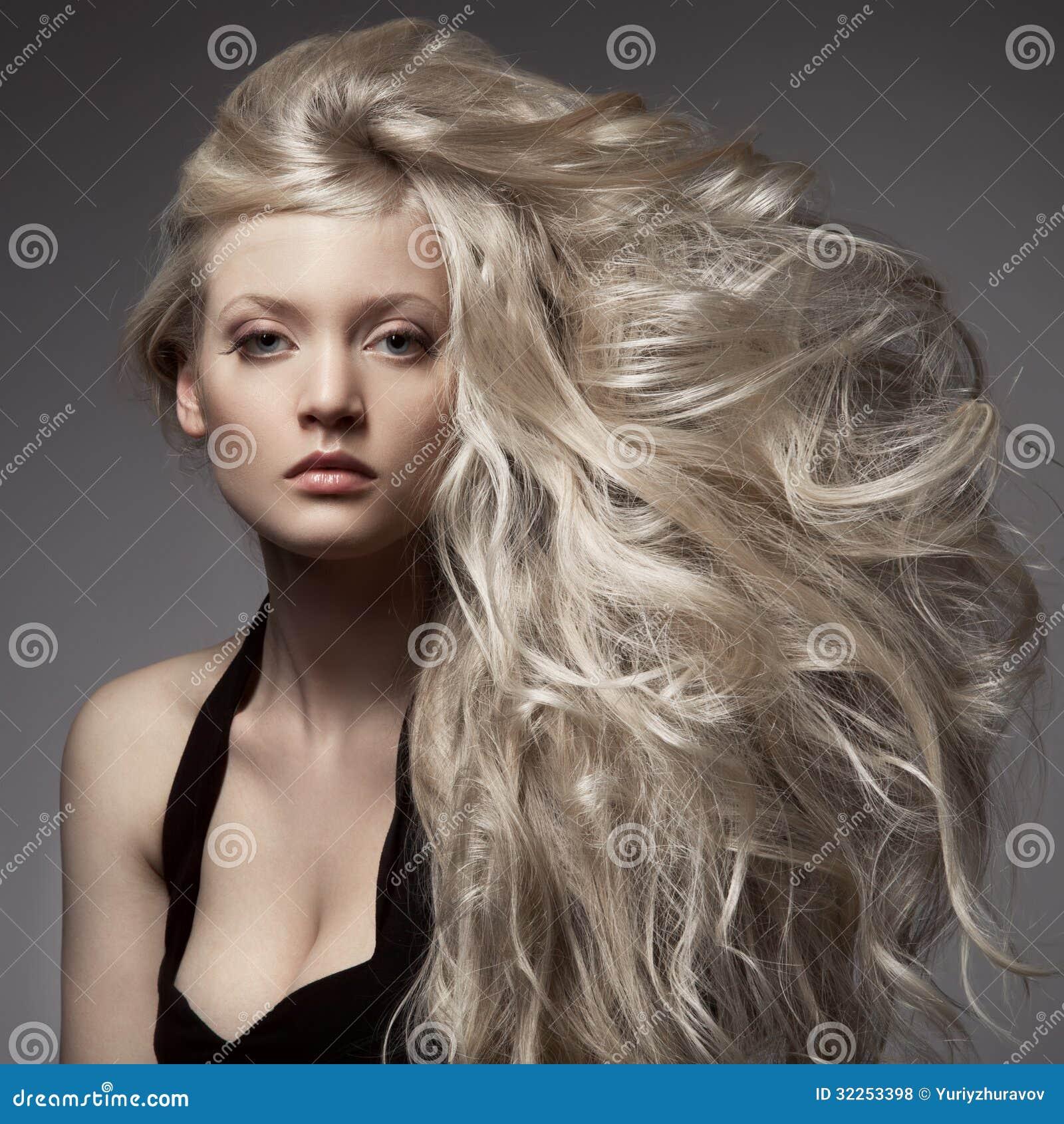 lang haar vrouw blond
