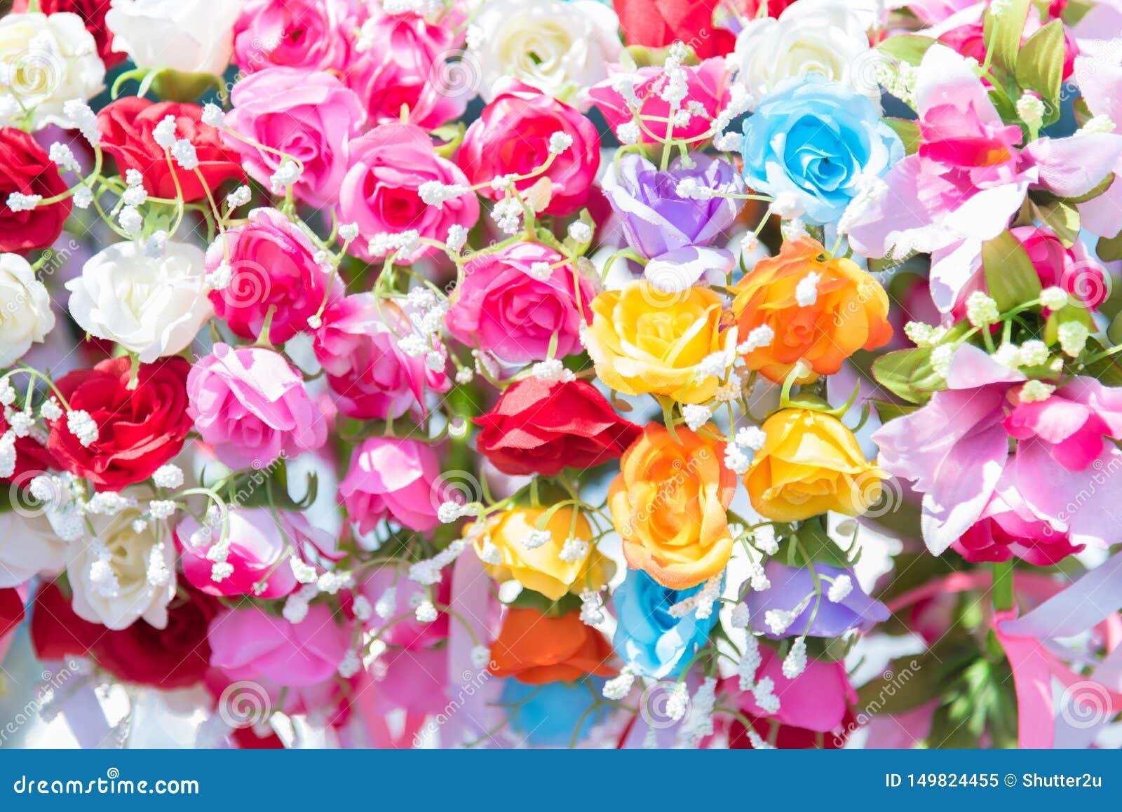 Mooie bos van bloemen Kleurrijke bloemen voor huwelijk en gelukwensgebeurtenissen Bloemen van groet en gediplomeerd concept